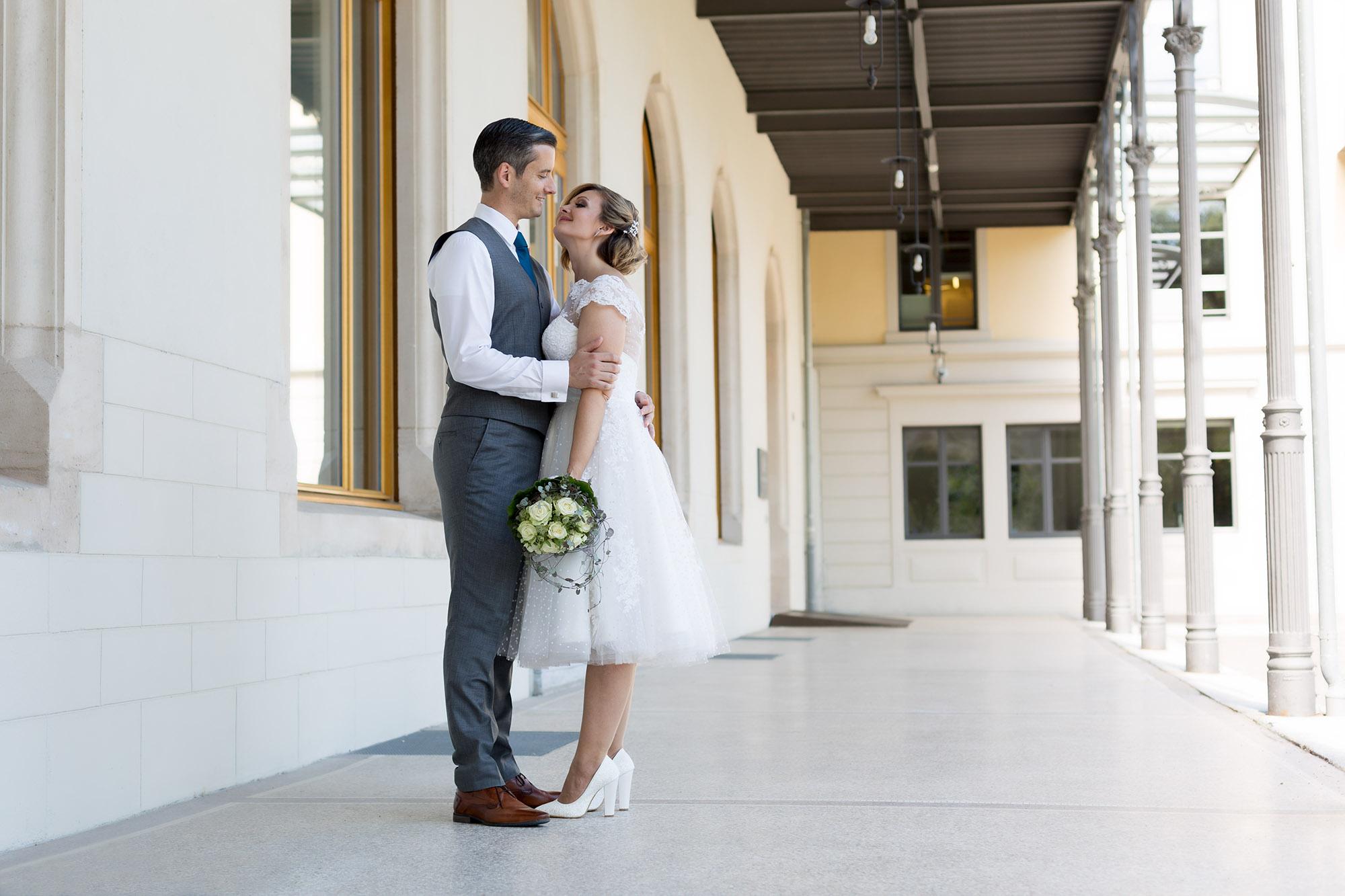 Hochzeit in Rheinfelden - Verliebtes Brautpaar beim Fotoshooting