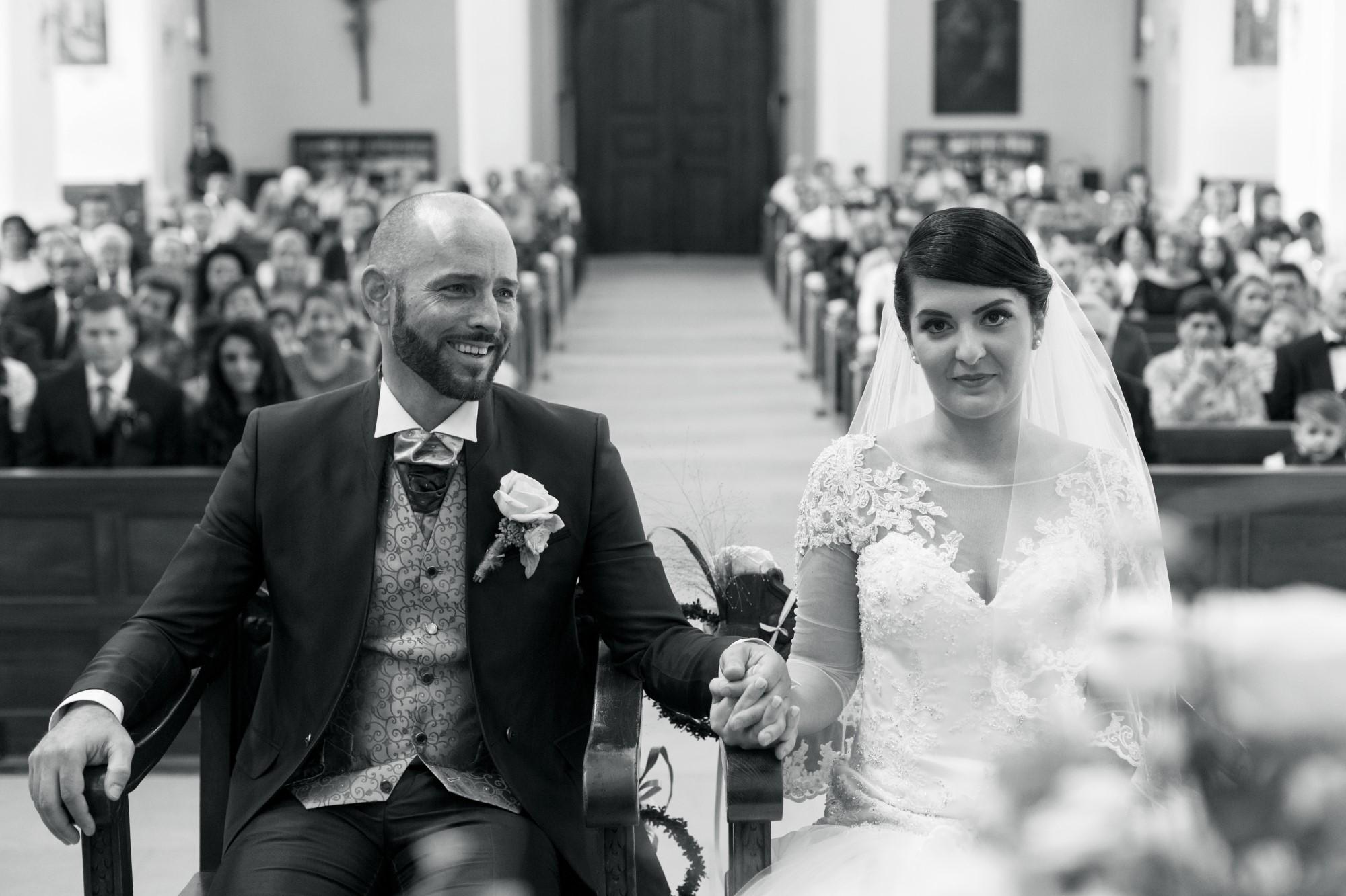 Das Brautpaar bei der kirchlichen Trauung im Dom in Arlesheim