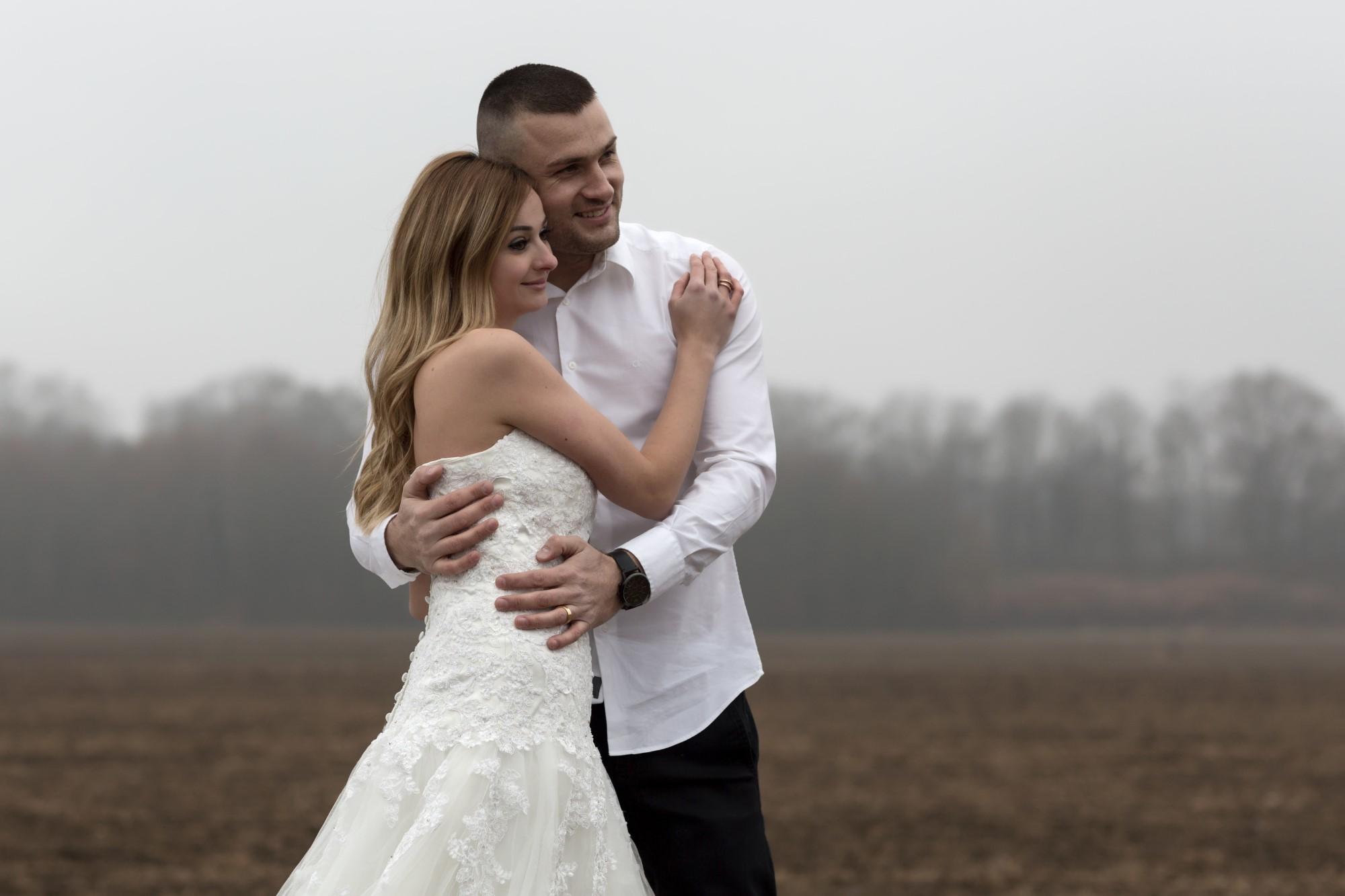 Romantisches Brautpaar Fotoshooting im Winter