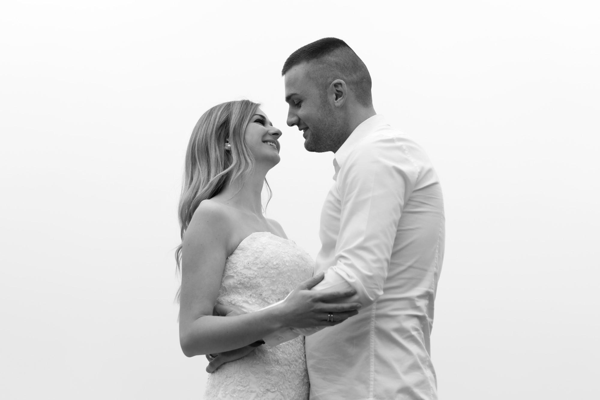 Schwarz Weiss Bild vom Brautpaar