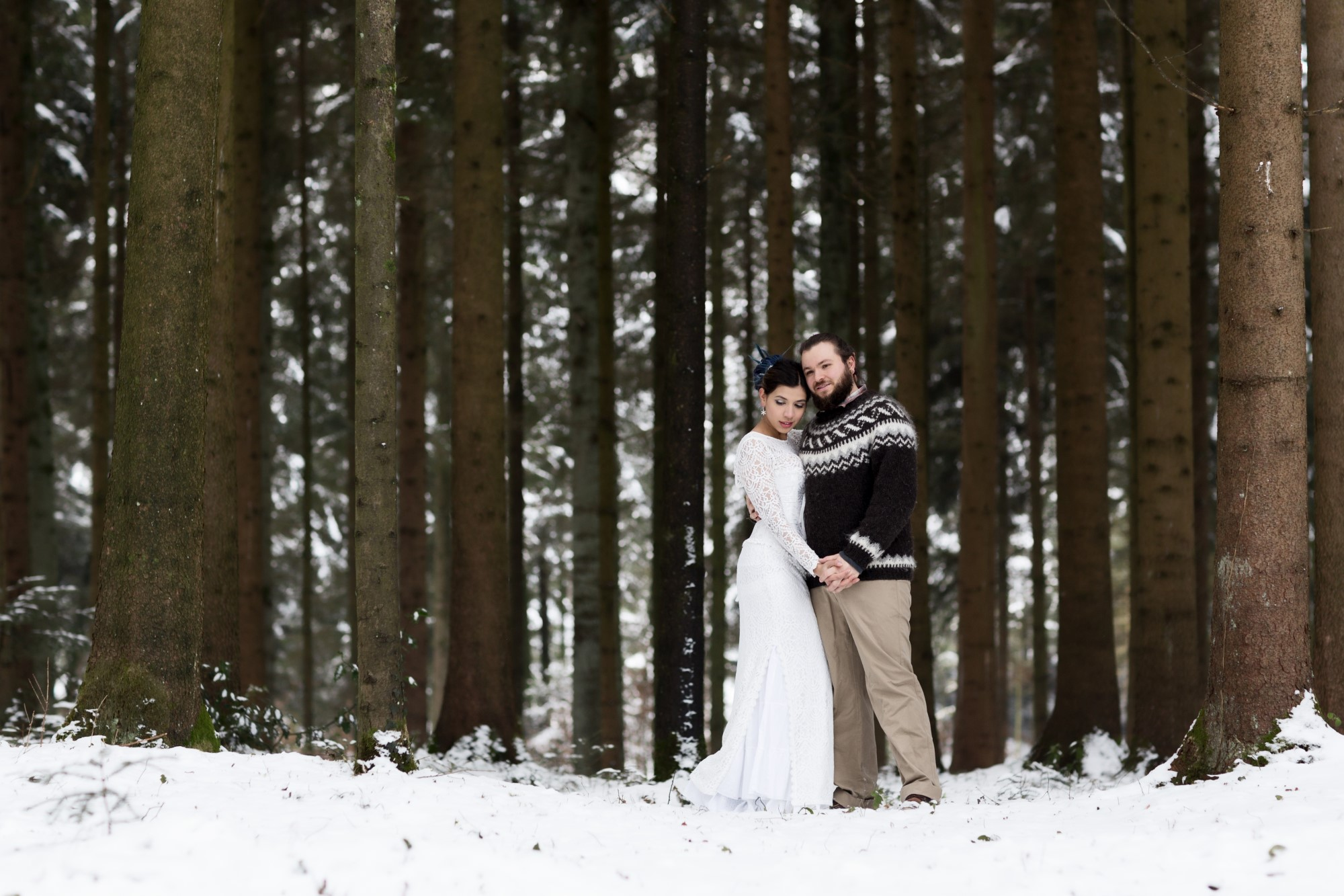 Winter Paarfotoshooting im Wald