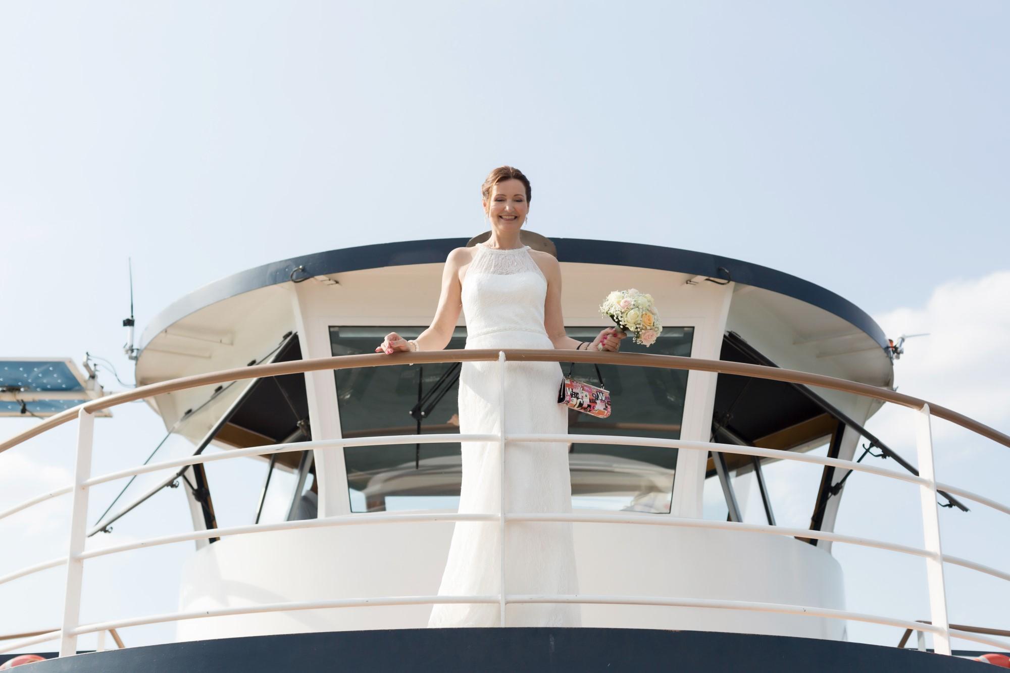 Die wunderschöne Braut auf der MS Christoph Merian beim Fotoshooting