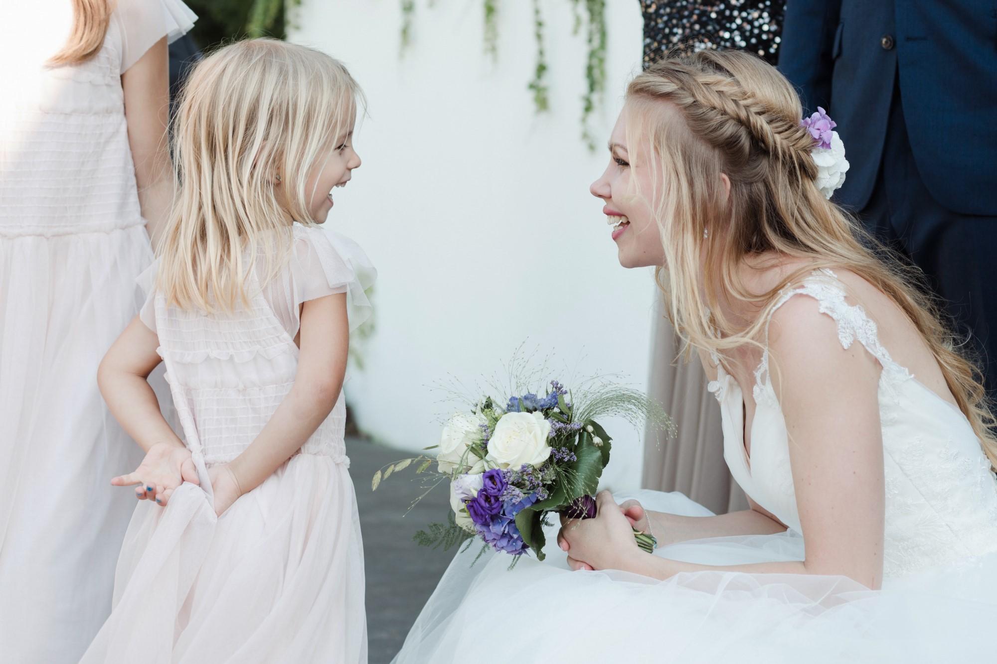 Braut und Blumenmädchen