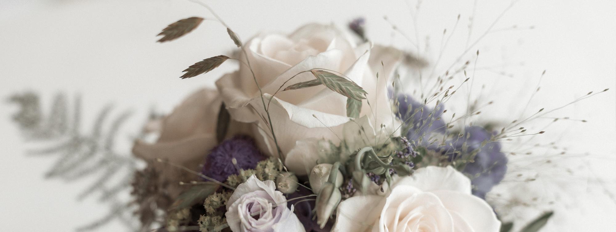 Brautstrauss in Lila und Weiss
