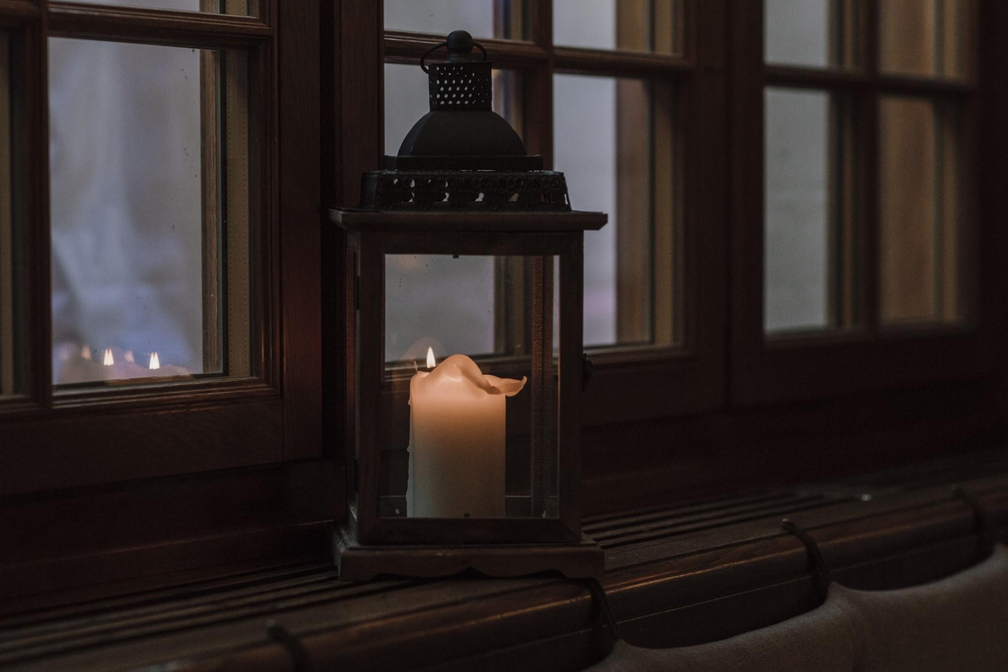 Kerze im Schloss Binningen