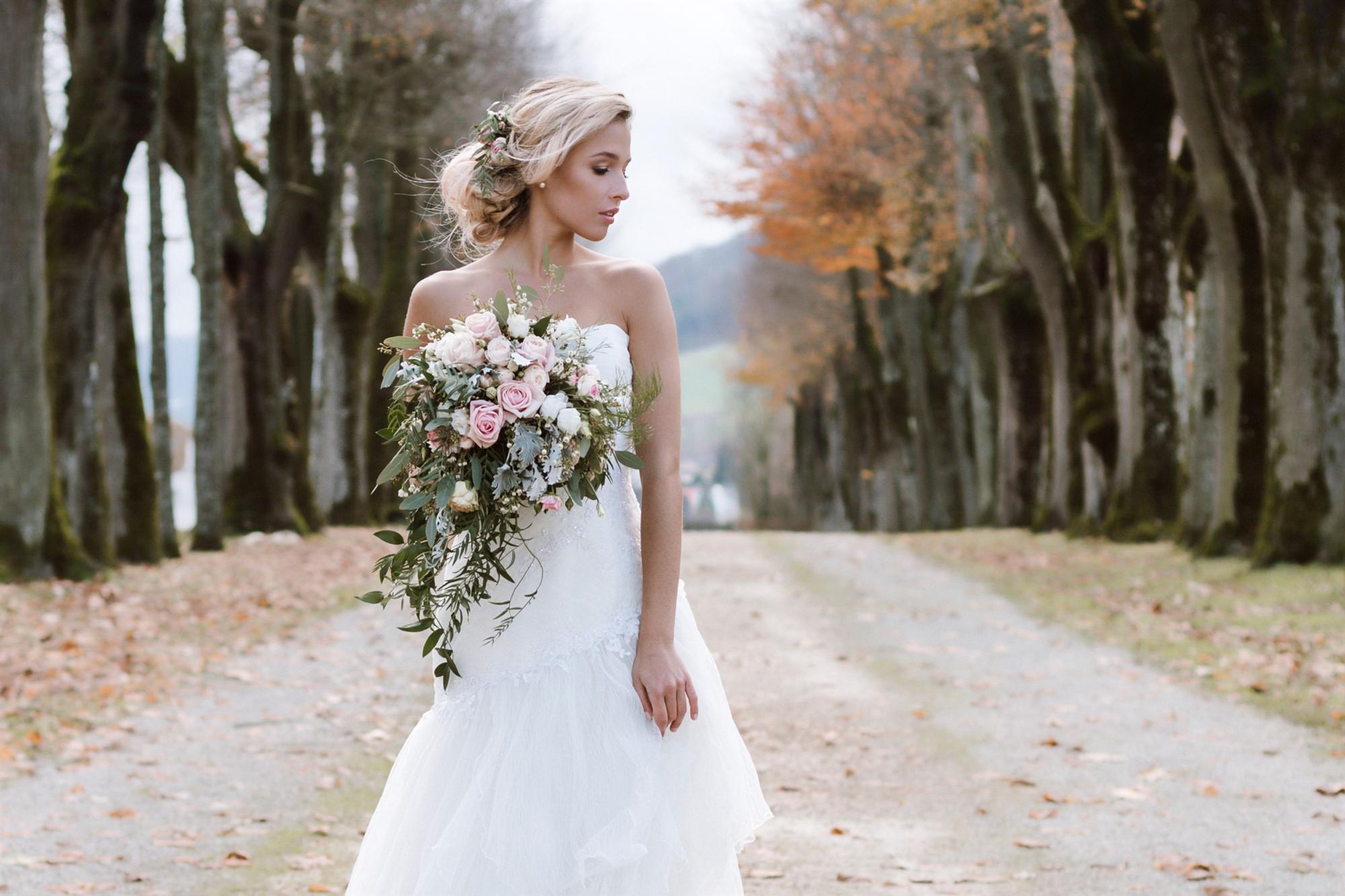 Die schöne Braut beim Fotoshooting im Schloss Ebenrain