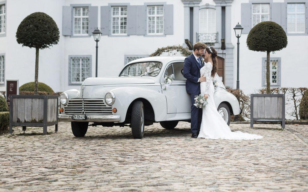 Heiraten im Schloss Bottmingen - Brautpaar Fotoshooting beim Weiherschloss