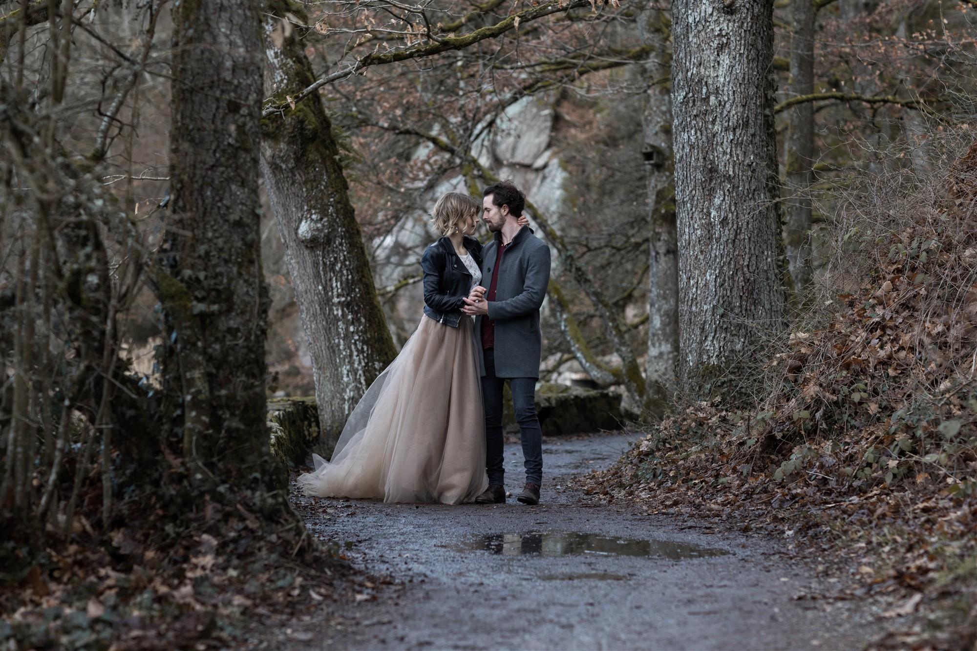 Romantisches Fotoshooting am Bergsee mit dem süssen Paar bei der Hochzeitsfotografin Nicole.Gallery