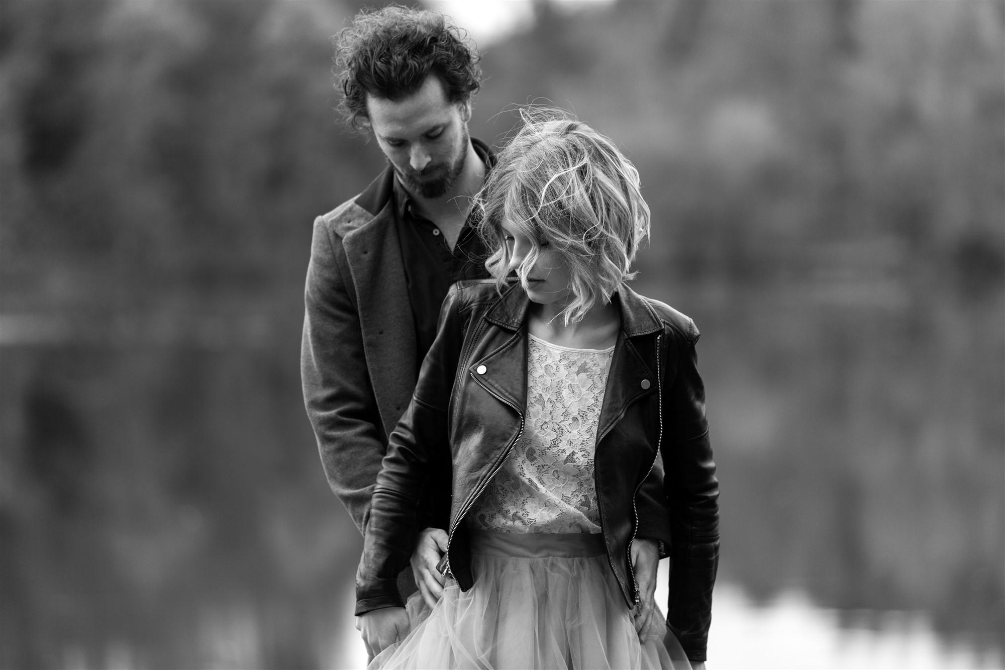 Romantisches Fotoshooting am Bergsee mit dem süssen Paar Livia und Pascal