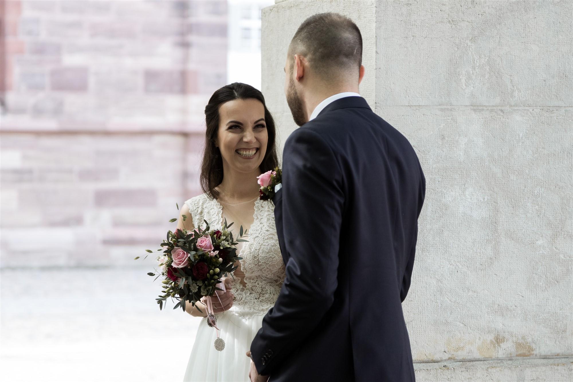 Der erste Blick an der Hochzeit