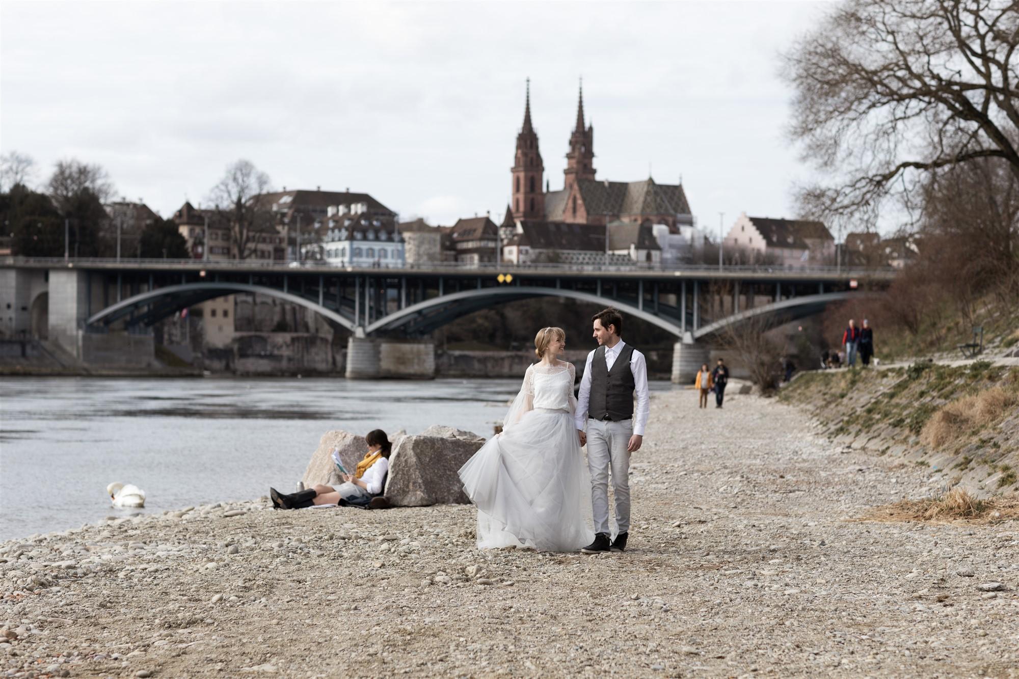 Paar Fotoshooting am Rhein in Basel
