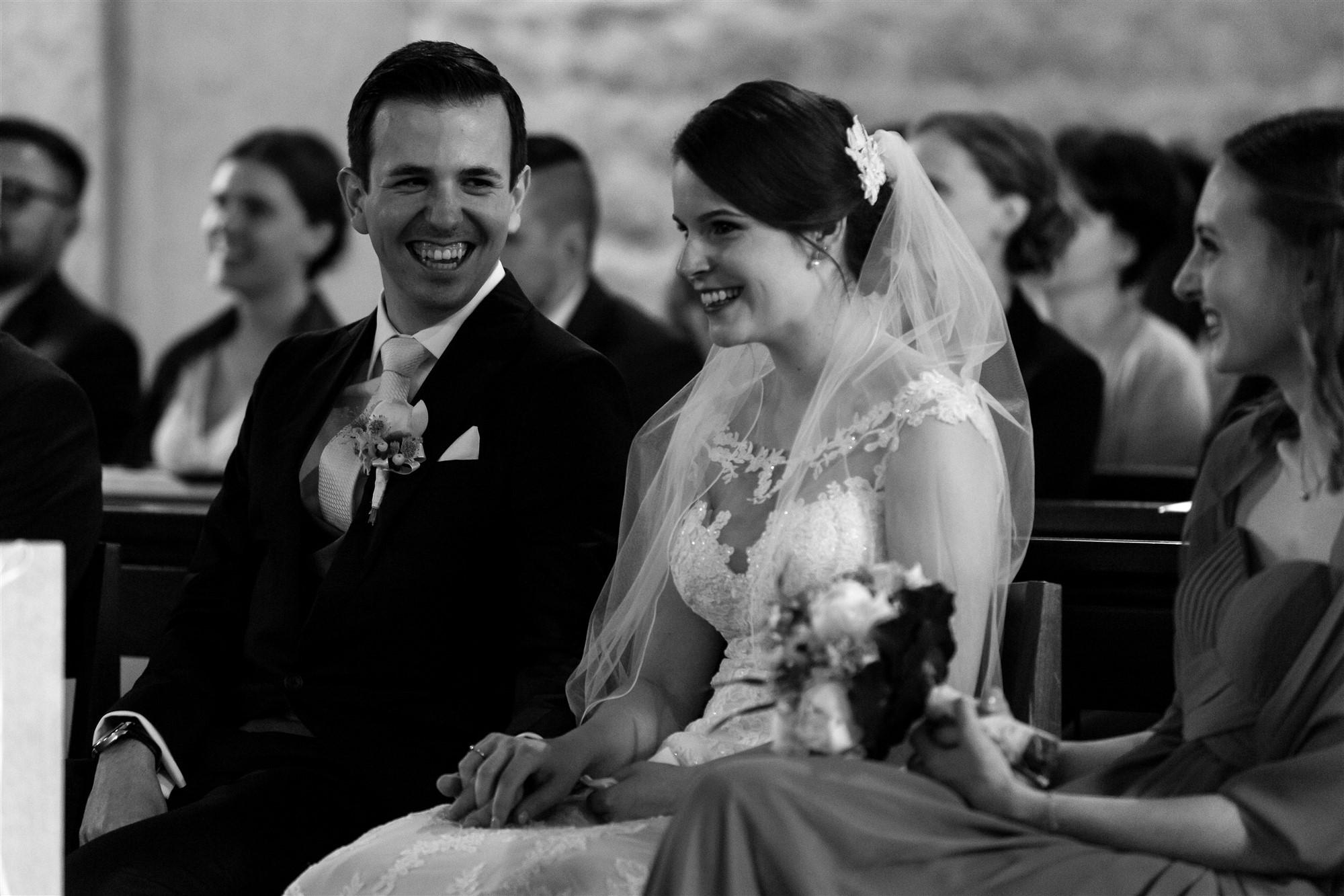 Das Brautpaar während der Zeremonie in der Kirche in Oberwil