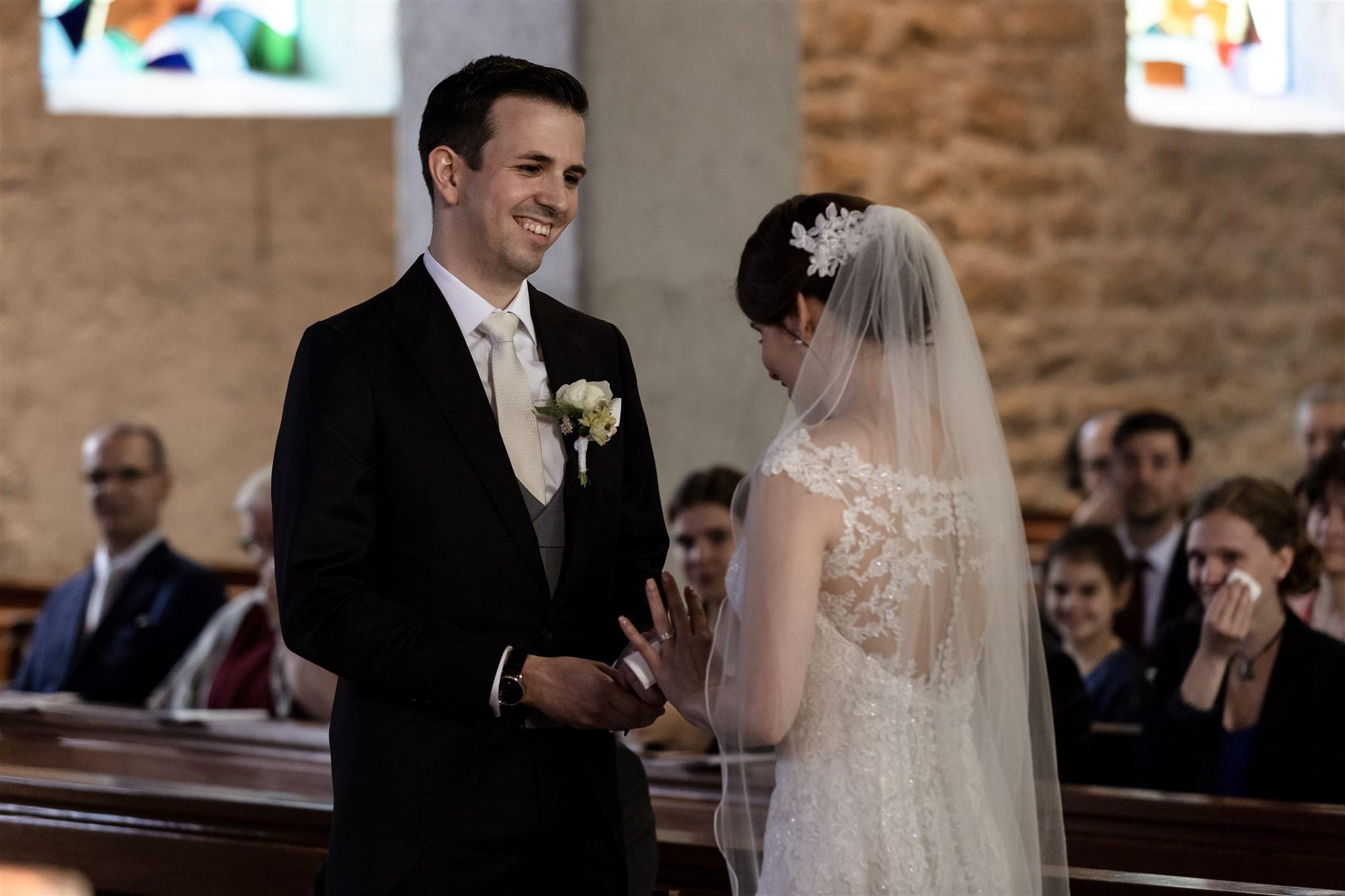 Das Eheversprechen während der kirchlichen Trauung in Oberwil