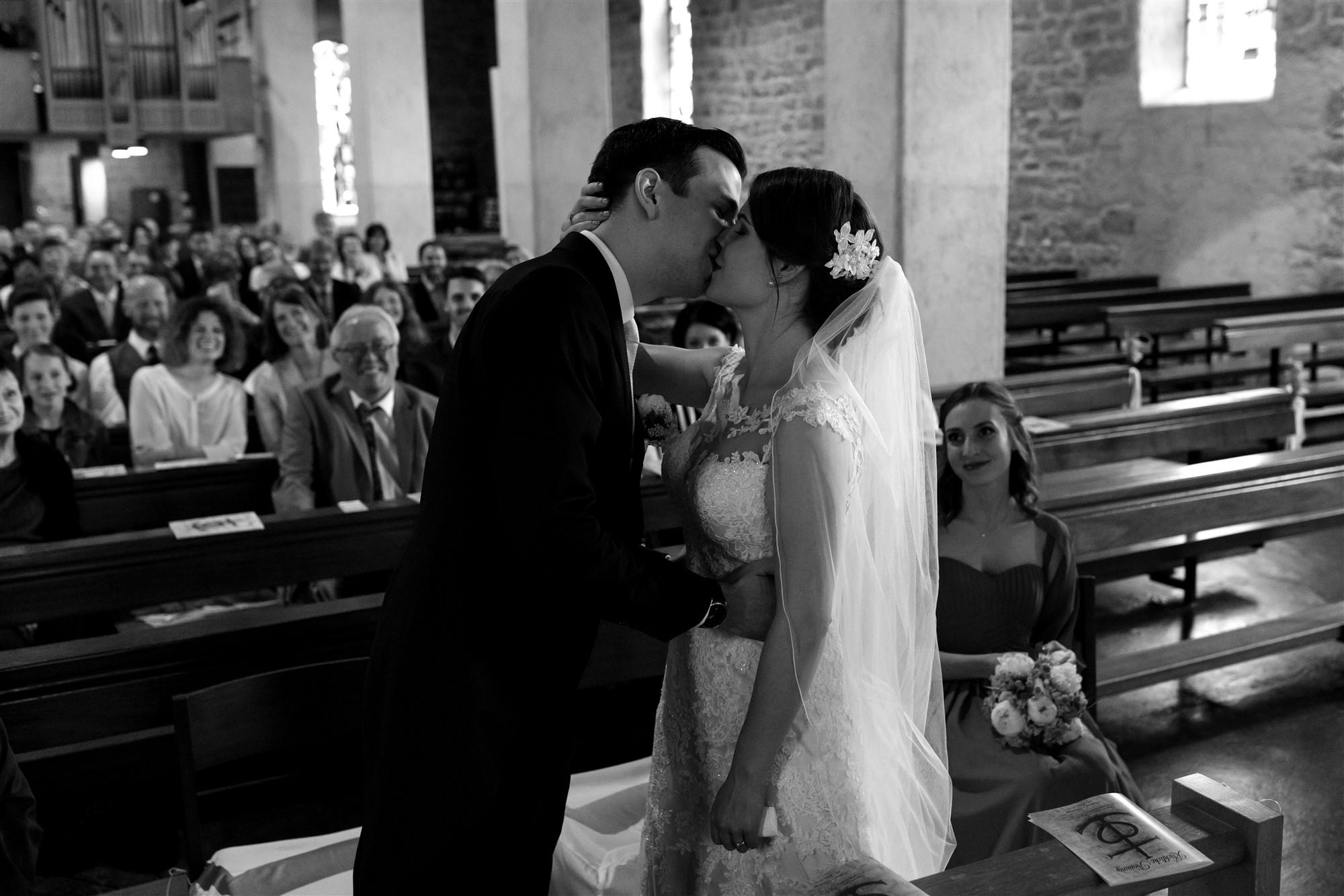 Der erste Kuss als Mann und Frau - Hochzeit Basel