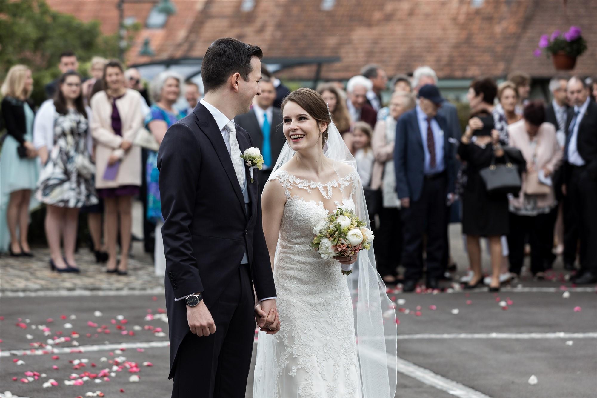 Das Brautpaar eröffnet das Apero