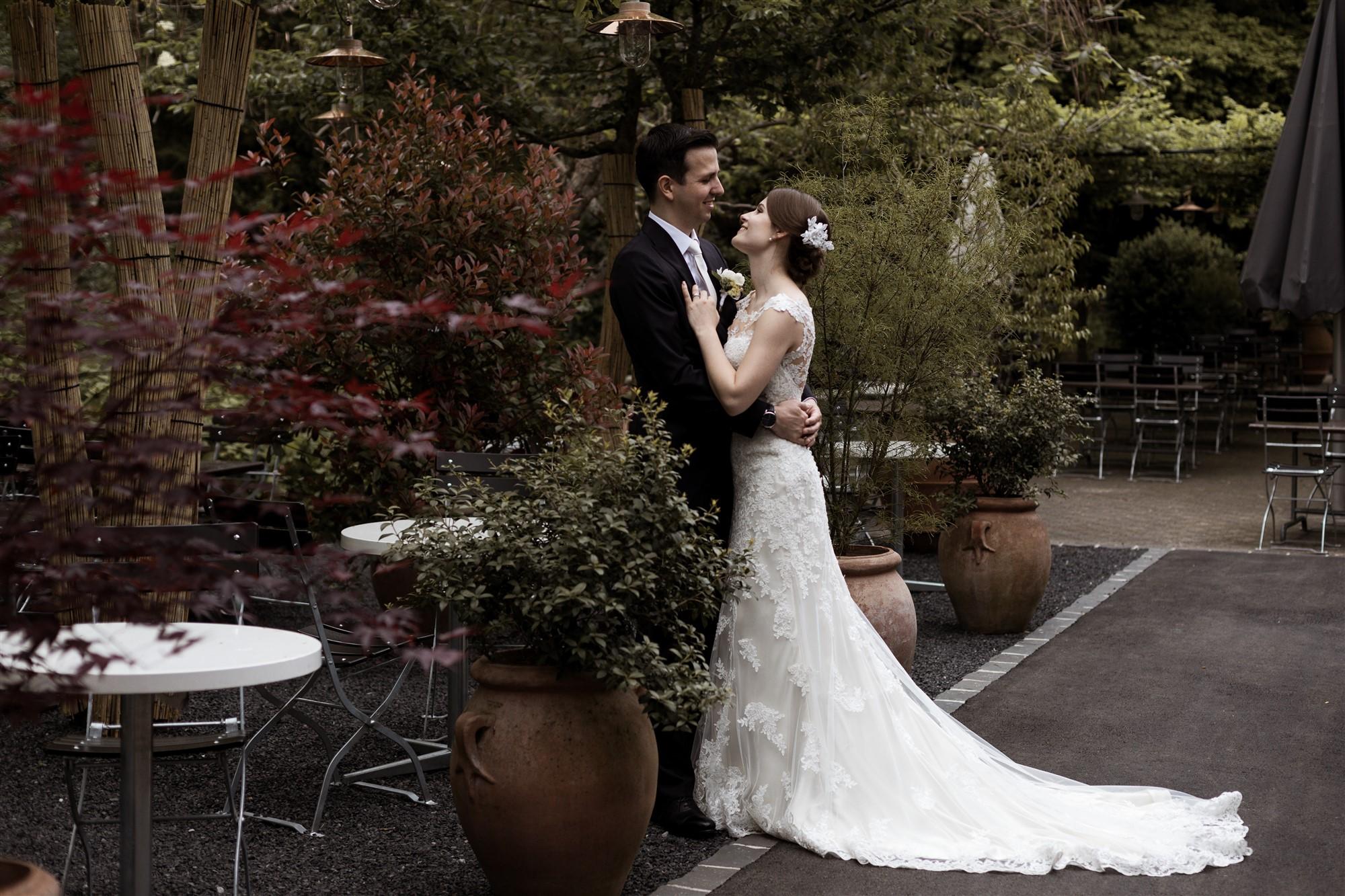 Ein natürliches Brautpaar Fotoshooting - Hochzeitsfotograf Baselland