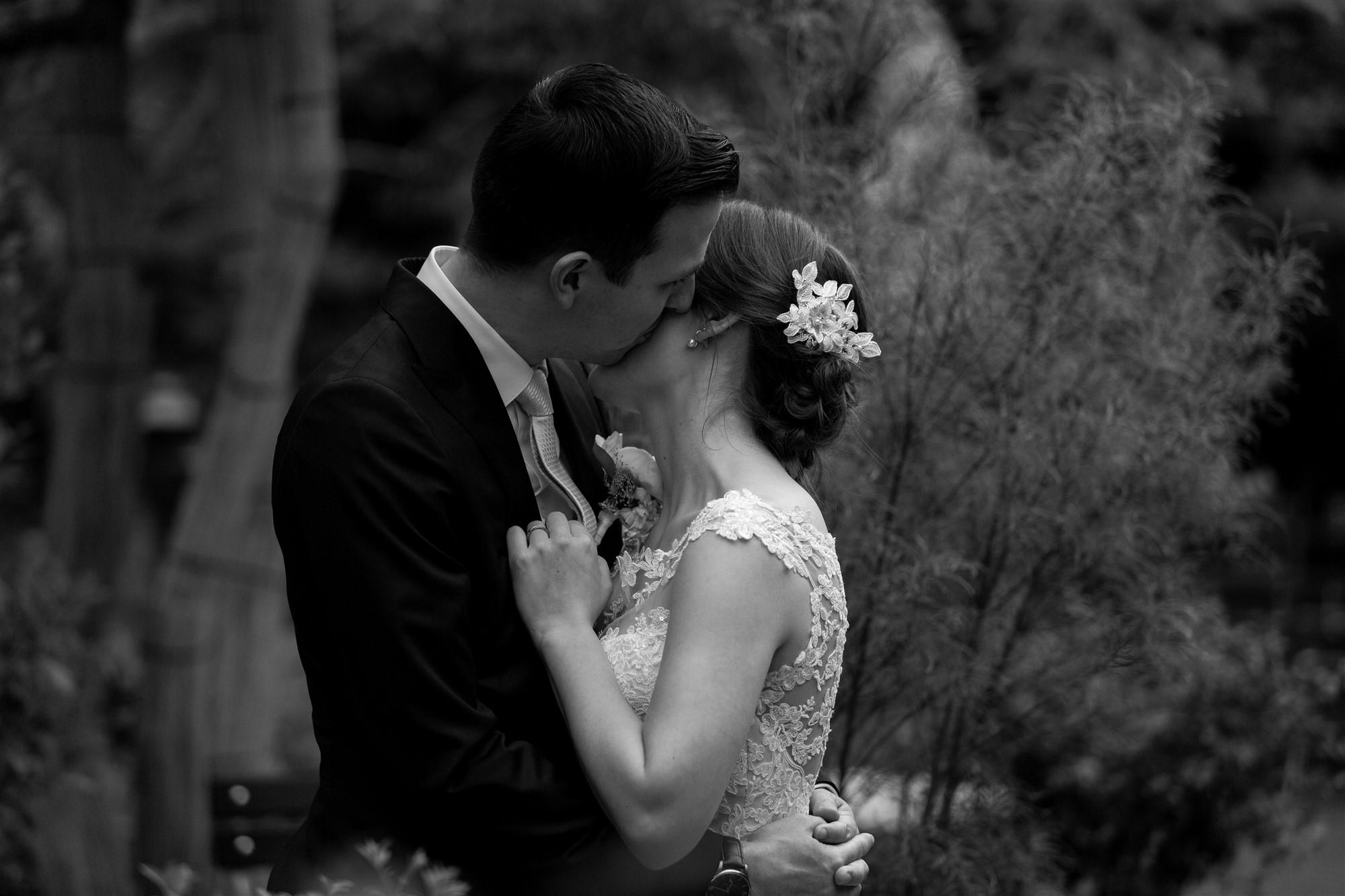 Ein natürliches und romantisches Brautpaar Fotoshooting