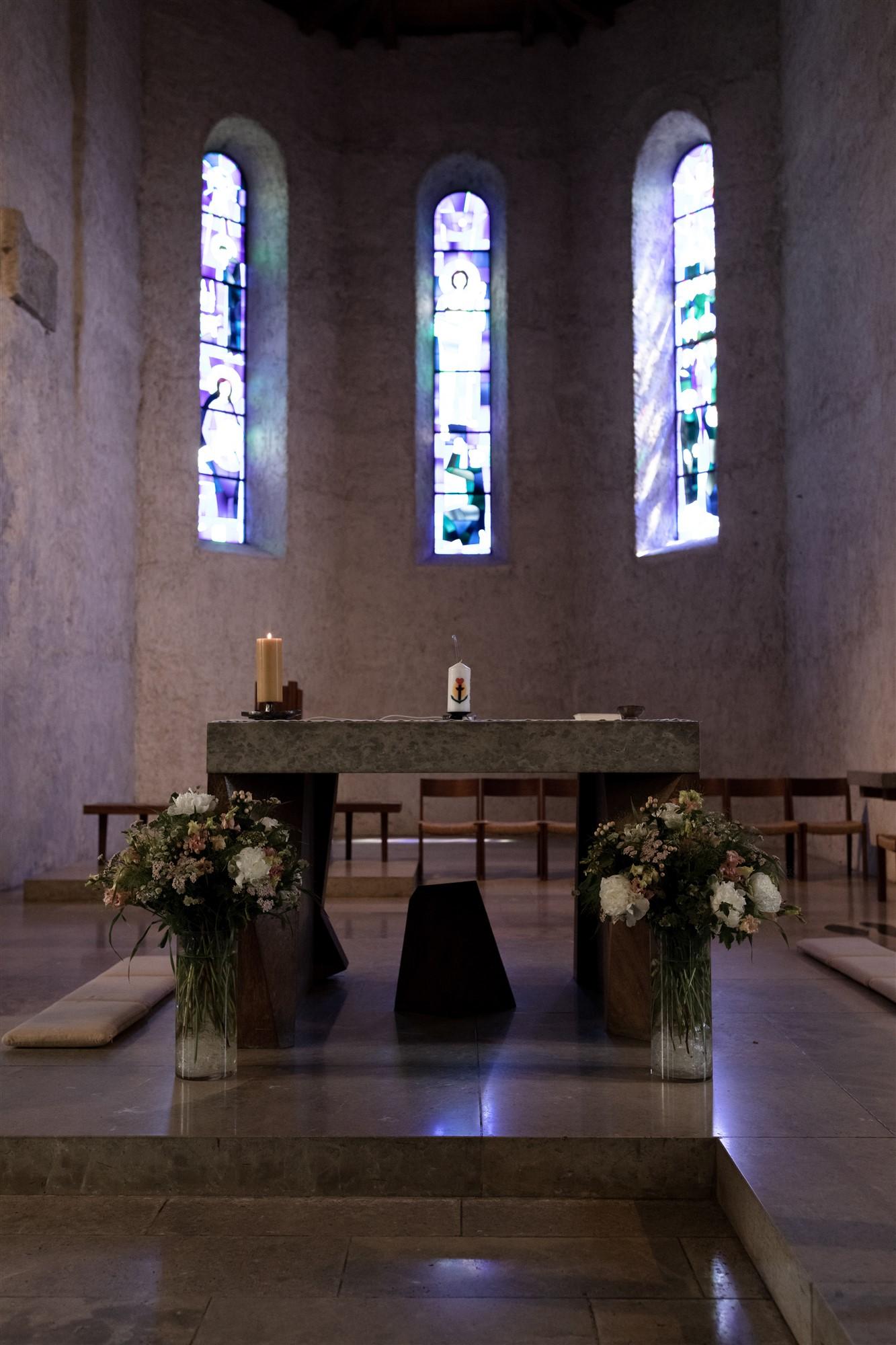 Kirche in Oberwil - Hochzeitdekoration - Hochzeitsfotograf Basel