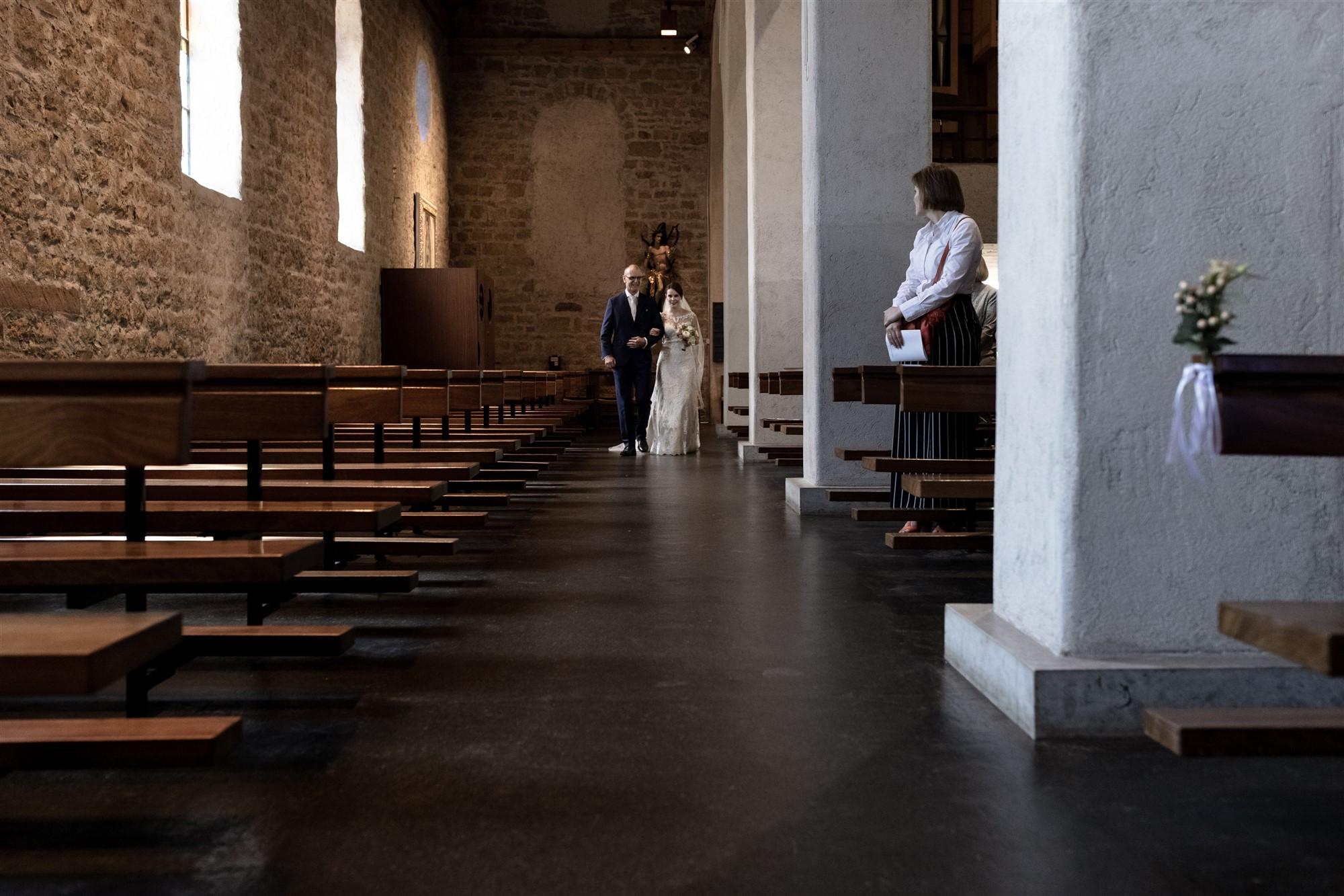 Einzug der Braut - Kirche in Oberwil - Hochzeit