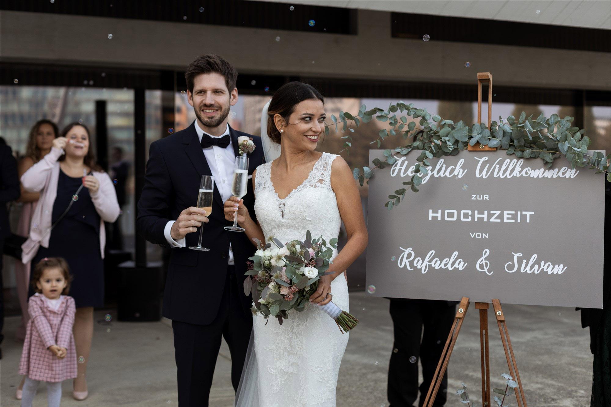 Das Brautpaar bei der Festlocation