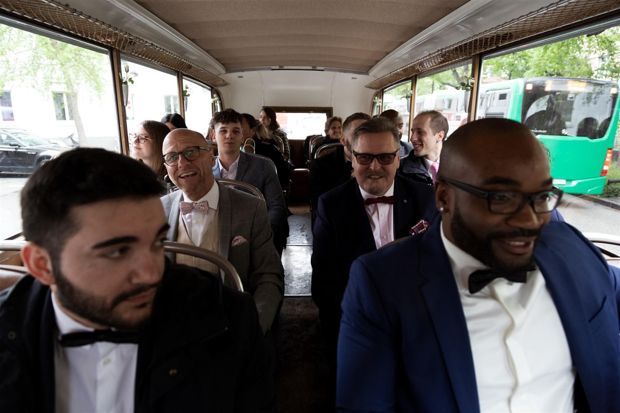 Die Fahrt mit dem Hochzeitsbus