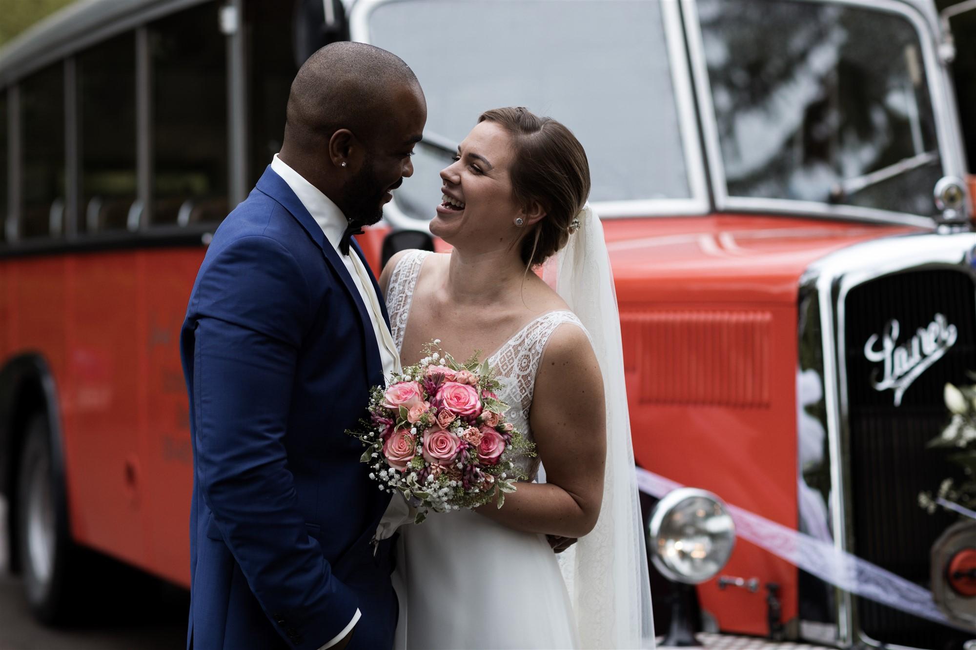 Das Brautpaar beim Fotoshooting im Wenkenpark in Riehen