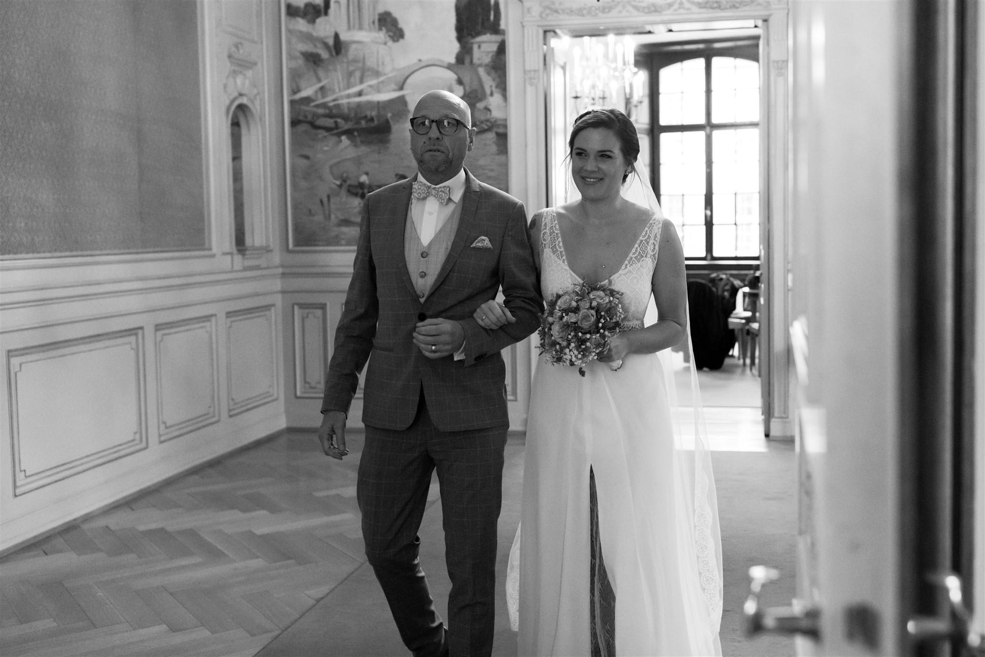 Der Einzug der Braut beim Standesamt in Basel
