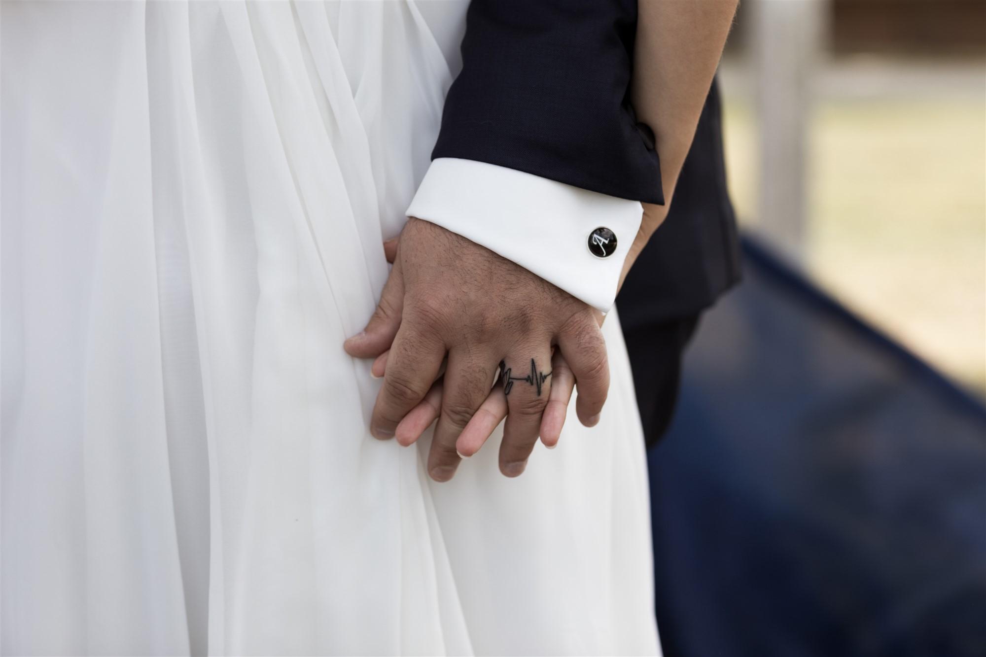 Schloss Wildenstein - Die Hände des Brautpaares
