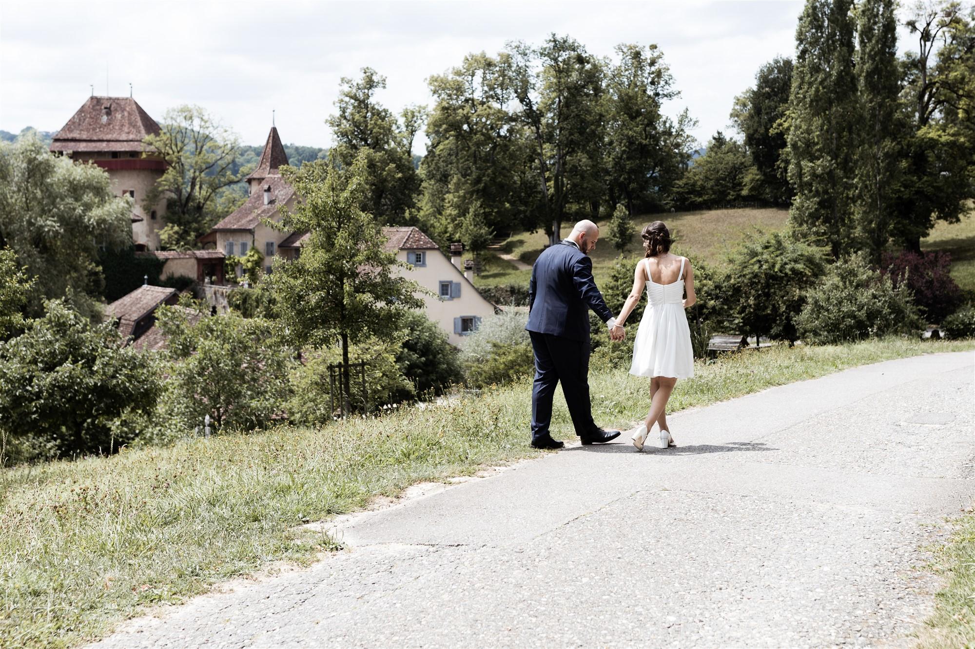 Hochzeit Schloss Wildenstein - Das Brautpaar spaziert