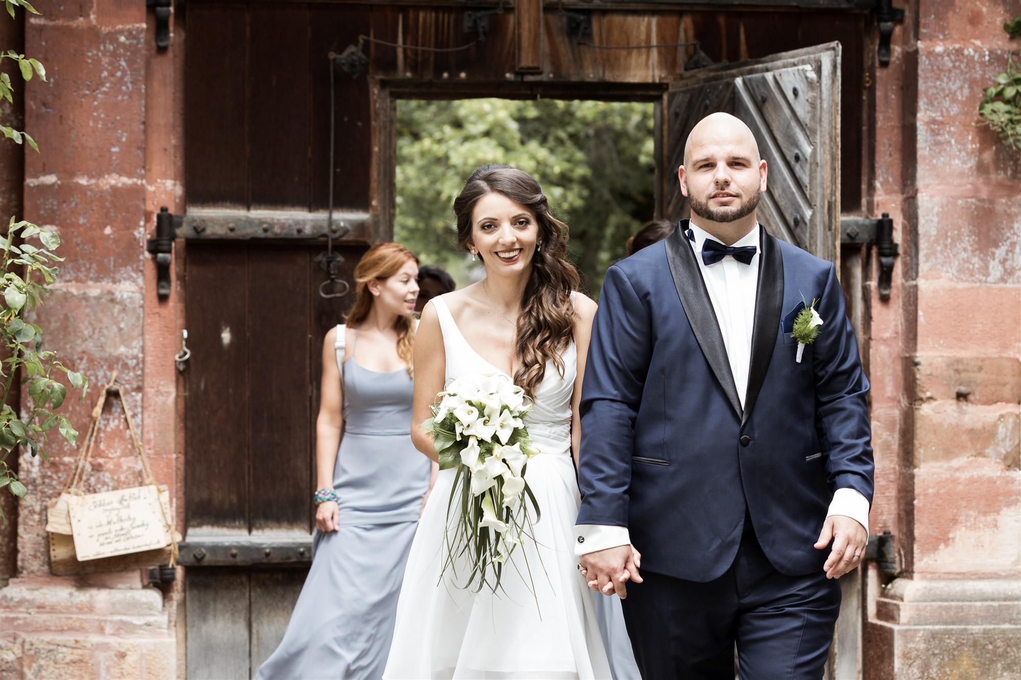 Hochzeit Schloss Wildenstein - Das Brautpaar schreitet zur zivilen Trauung