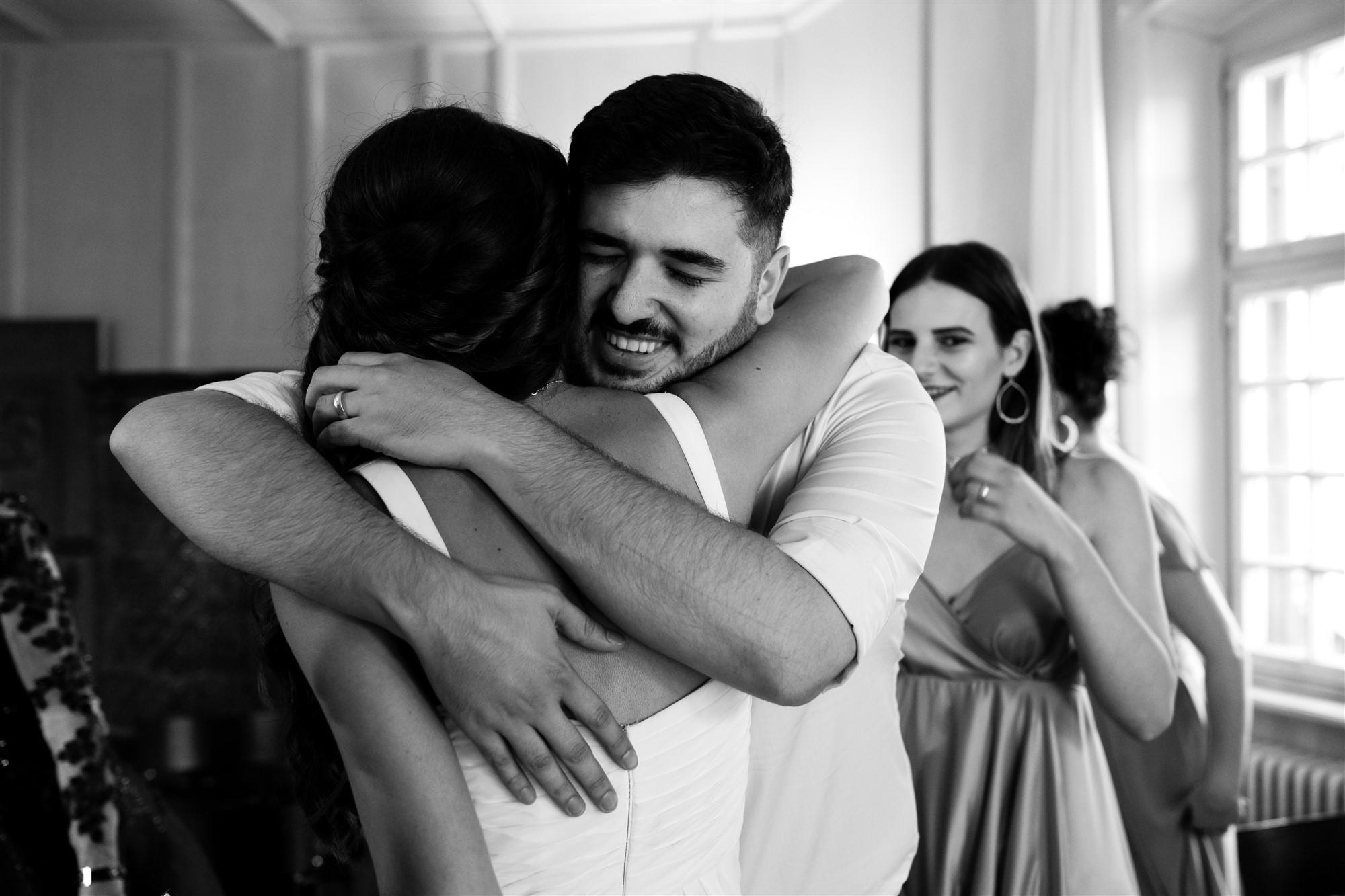Hochzeit Schloss Wildenstein - Der Bruder der Braut gratuliert