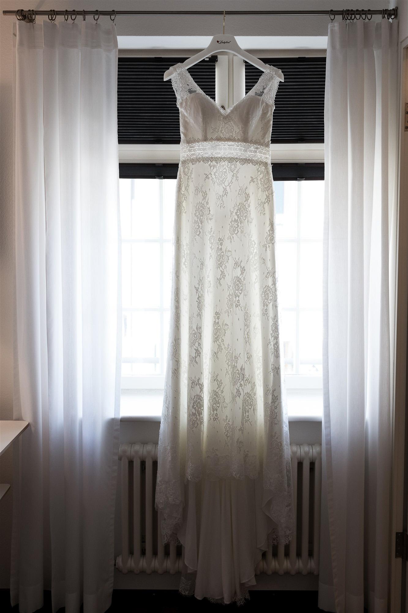 Das Hochzeitskleid - Hochzeit im Teufelhof Basel - Getting Ready der Braut