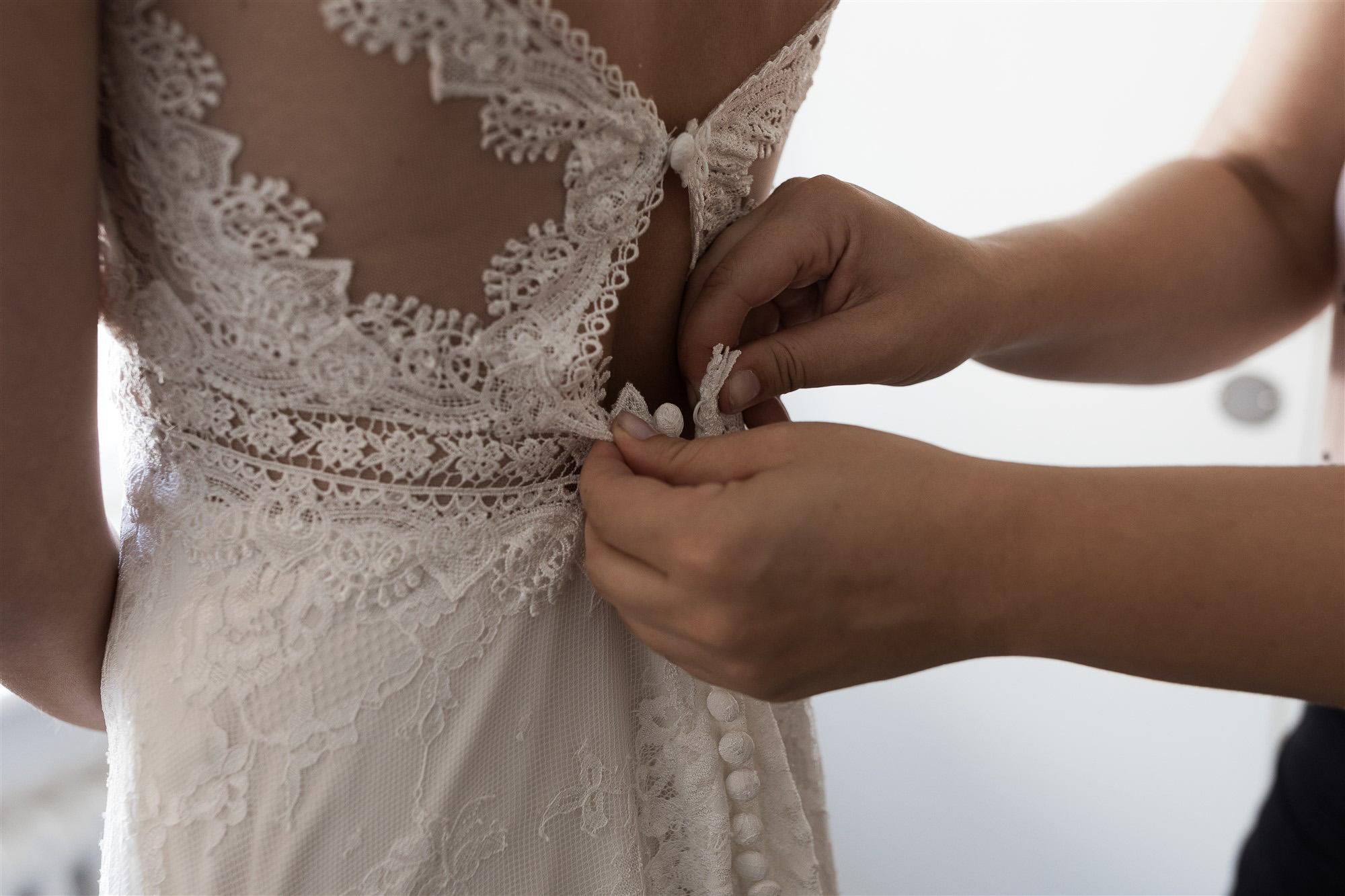 Getting Ready der Braut - Hochzeit im Teufelhof Basel - Hochzeitsfotograf Nicole Kym