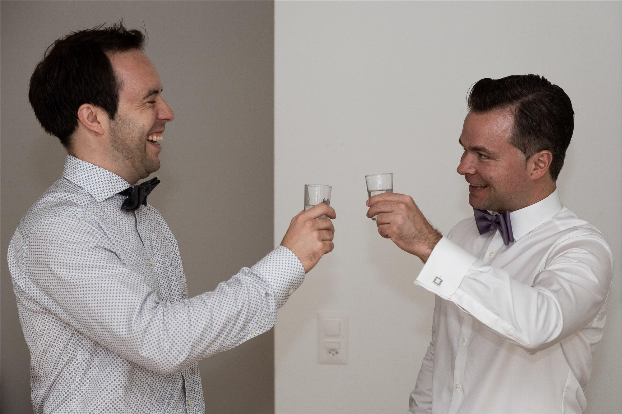 Hochzeit Teufelhof Basel - Vorbereitung des Bräutigams - Hochzeitsfotograf Nicole Kym