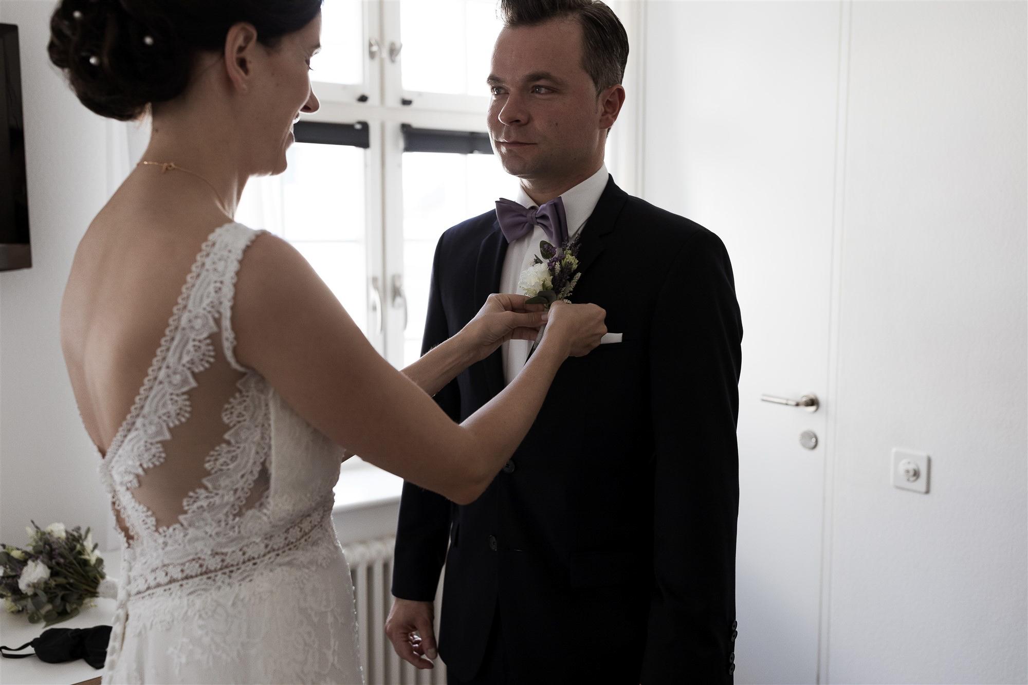 Emotionaler First Look - Hochzeit Teufelhof Basel - Hochzeitsfotograf Nicole.Gallery