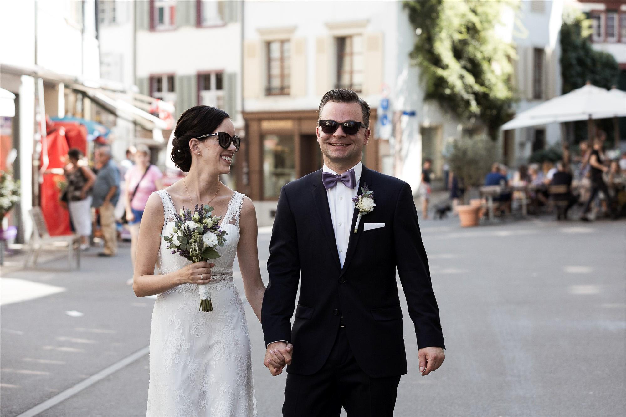 Hochzeit in Basel - Brautpaar Fotoshooting in den Gassen der Altstadt - Hochzeitsfotograf Nicole.Gallery
