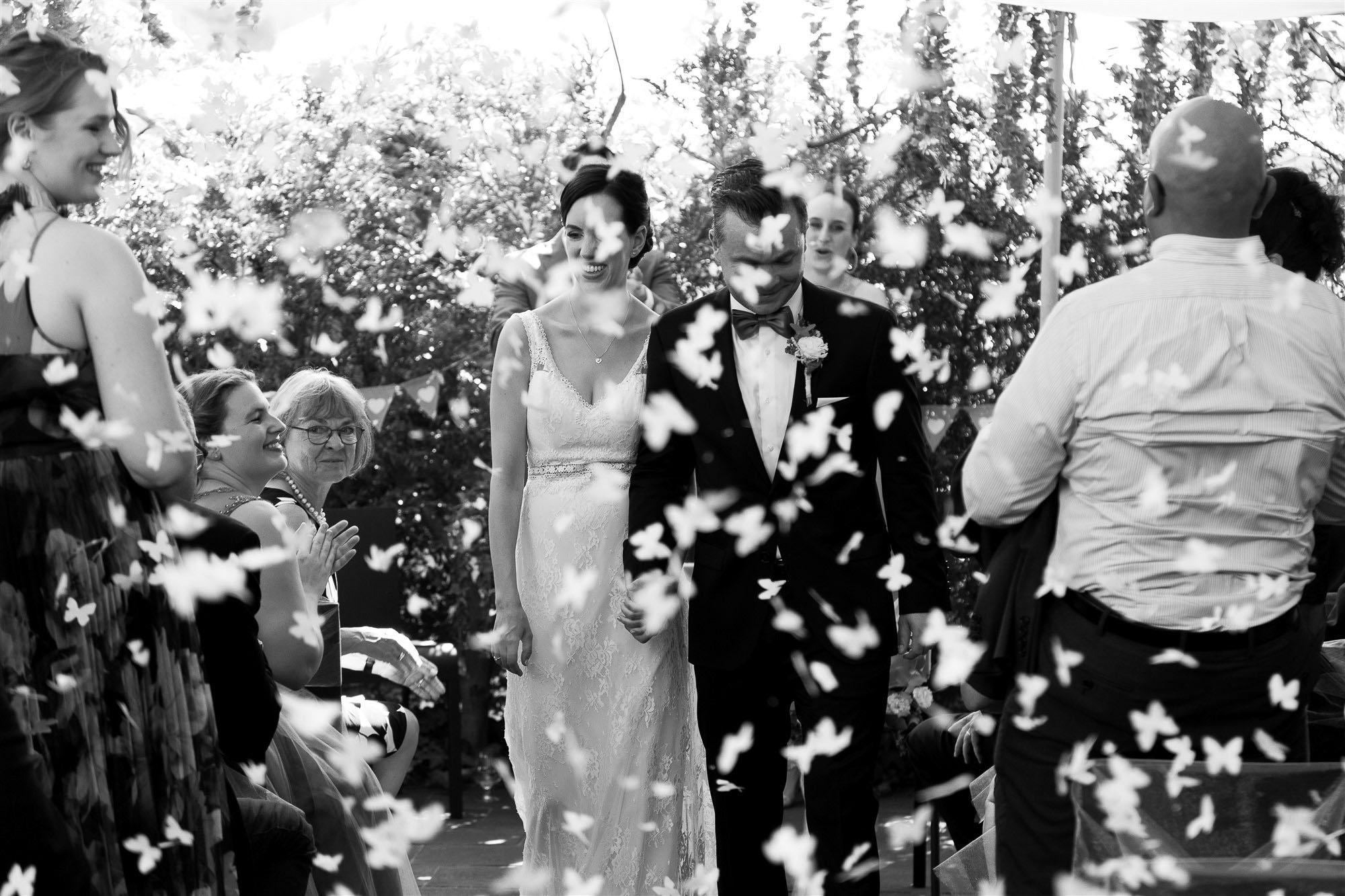 Hochzeit im Teufelhof - Confetti Regen nach der Trauung - Hochzeitsfotograf Nicole.Gallery