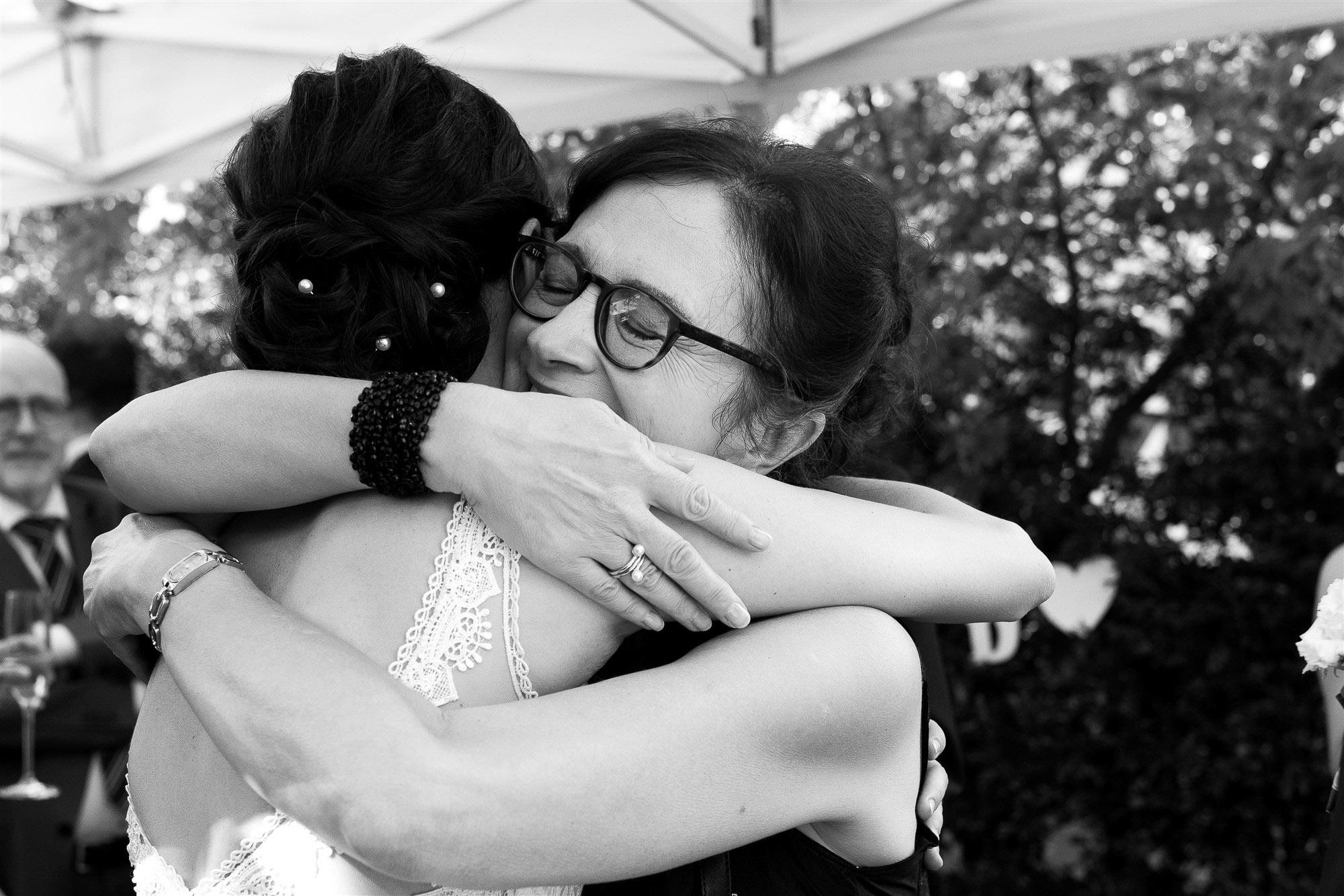 Hochzeit im Teufelhof - Emotionale Gratulationen der Hochzeitsgäste - Hochzeitsfotograf Nicole.Gallery