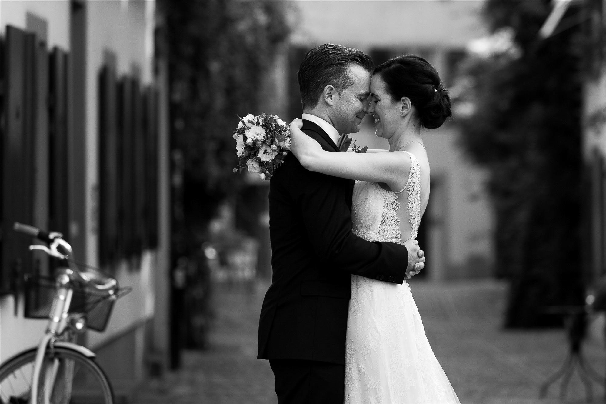 Hochzeit im Teufelhof - Brautpaar Fotoshooting - Hochzeitsfotografin Basel