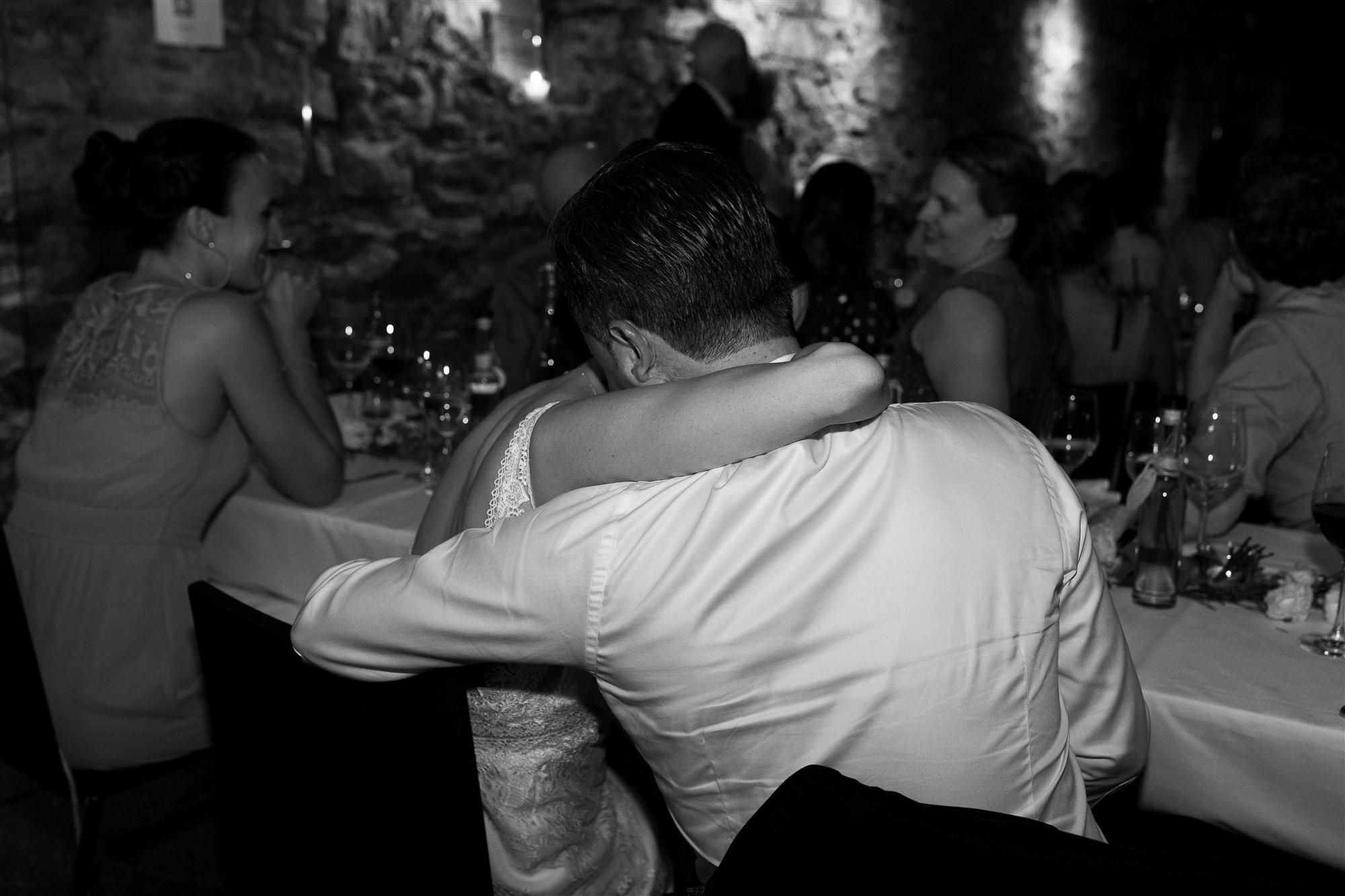 Hochzeit im Teufelhof - Das Brautpaar ist sichtlich berührt - Hochzeitsfotografin Basel