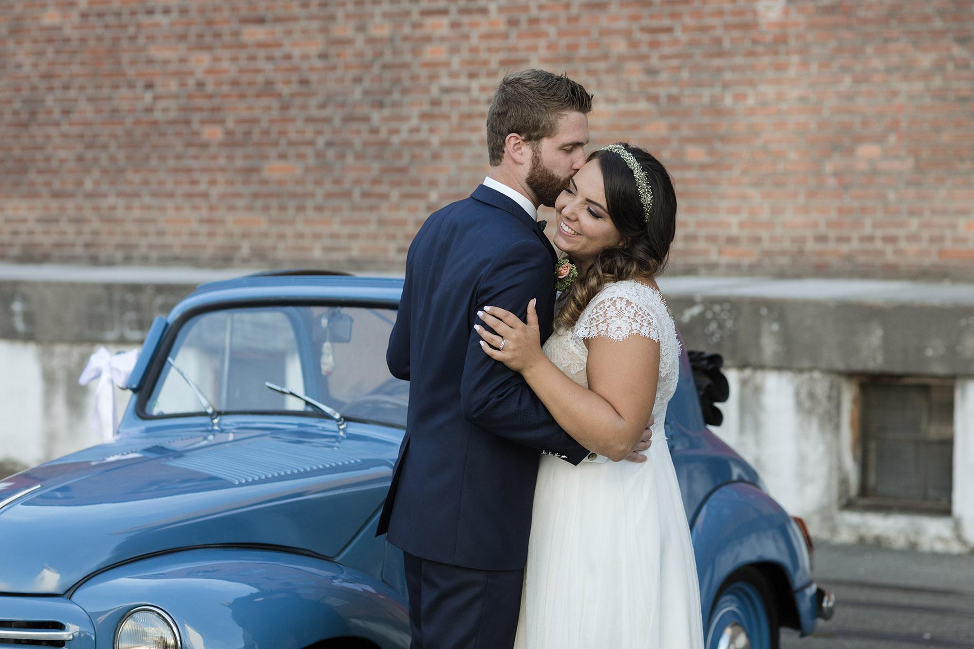 Brautpaar Fotoshooting in den Weinreben in Maisprach