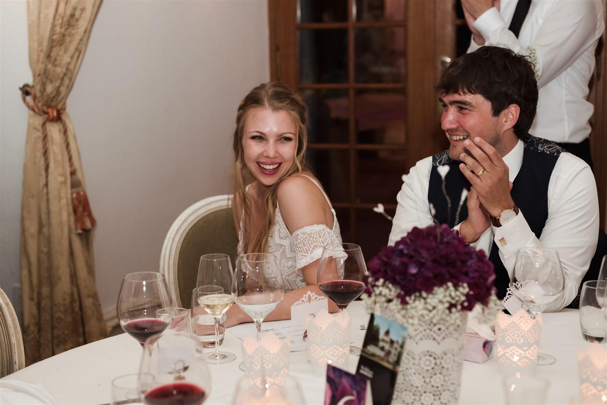 Das Brautpaar geniesst das Hochzeitsfest