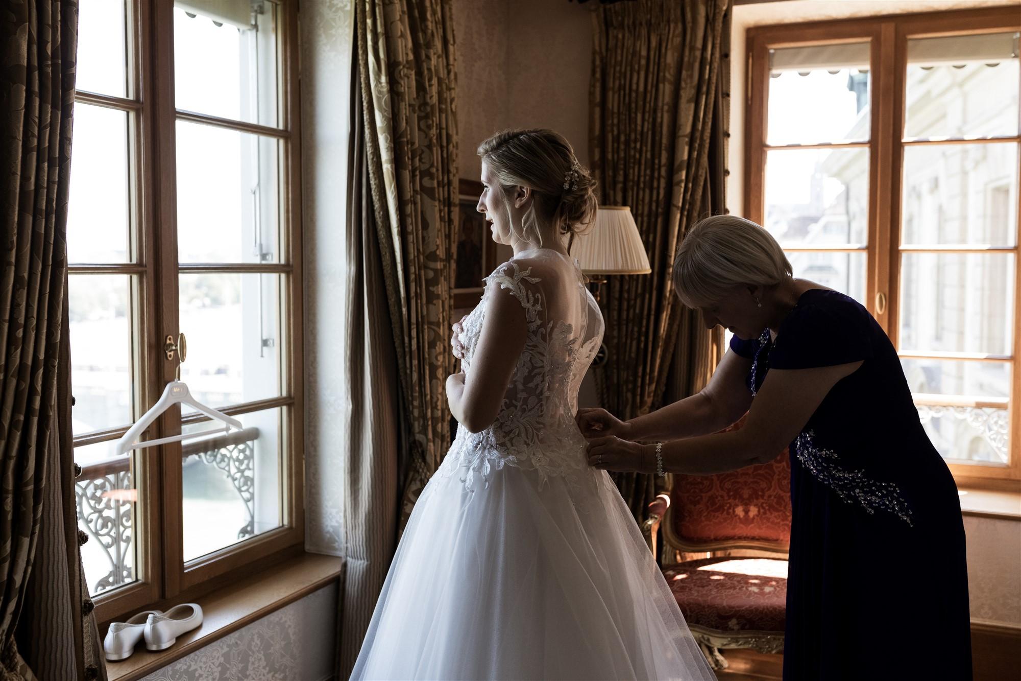 Hochzeitsfotograf Basel Hochzeit im Grand Hotel Les Trois Rois - Getting Ready Braut