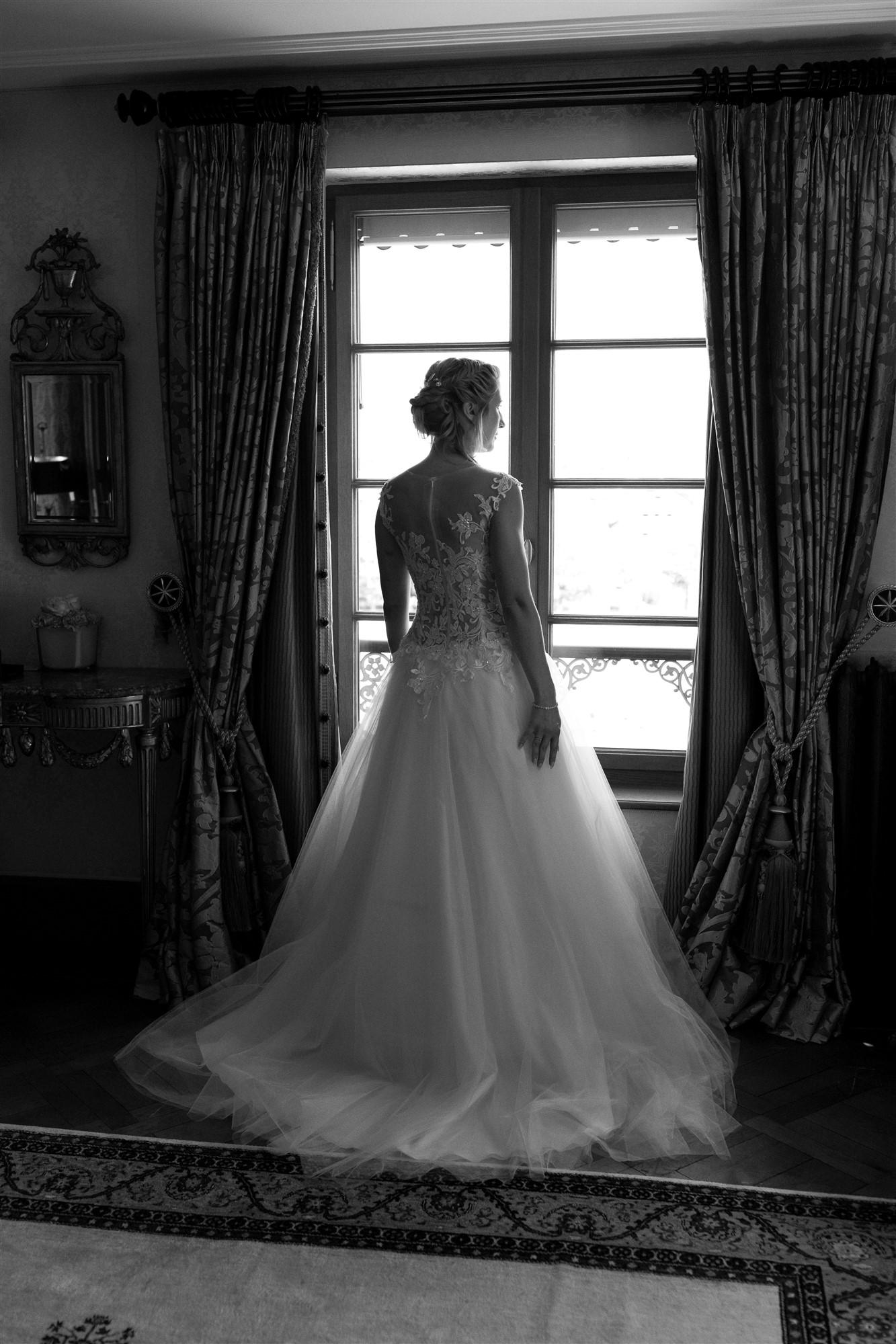 Hochzeitsfotograf Basel Hochzeit im Grand Hotel Les Trois Rois - Die Braut in ihrem schönen Brautkleid