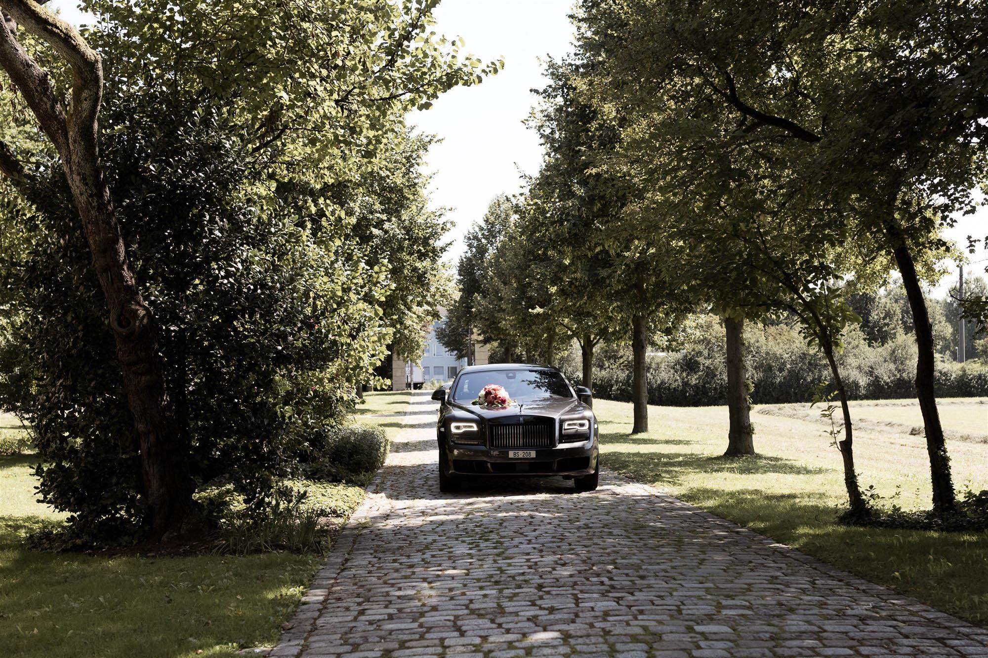 Hochzeit im Hirzen Pavillon - Die Limousine fährt vor - Hochzeitsfotograf Basel