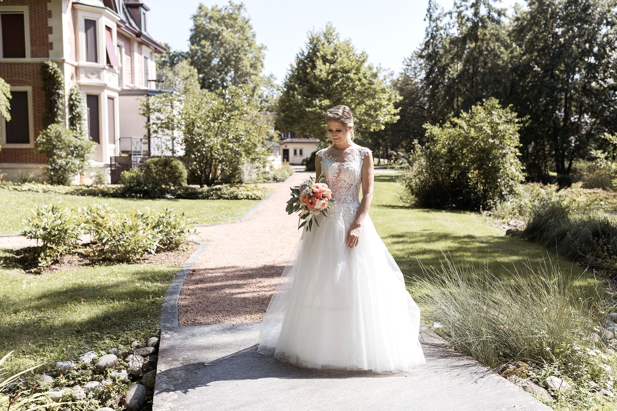 Hochzeit im Hirzen Pavillon - Das Brautpaar Fotoshooting in der Natur - Die Braut - Hochzeitsfotograf Basel