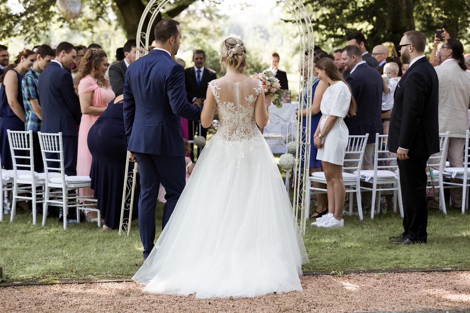 Freie Trauung im Hirzen Pavillon - Der Einzug des Brautpaares - Hochzeitsfotograf Basel
