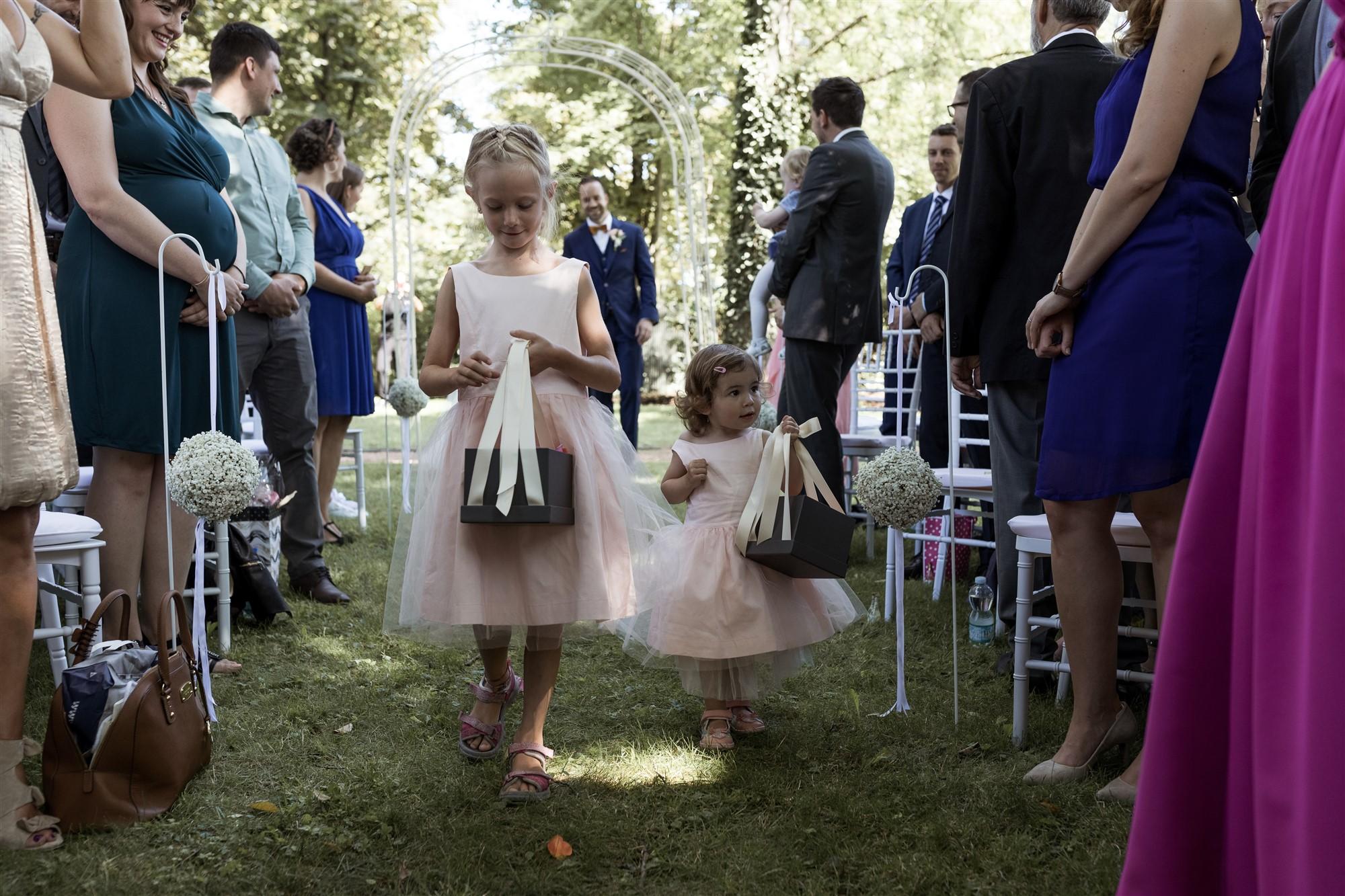 Freie Trauung im Hirzen Pavillon - Der Einzug der Blumenkinder - Hochzeitsfotograf Basel