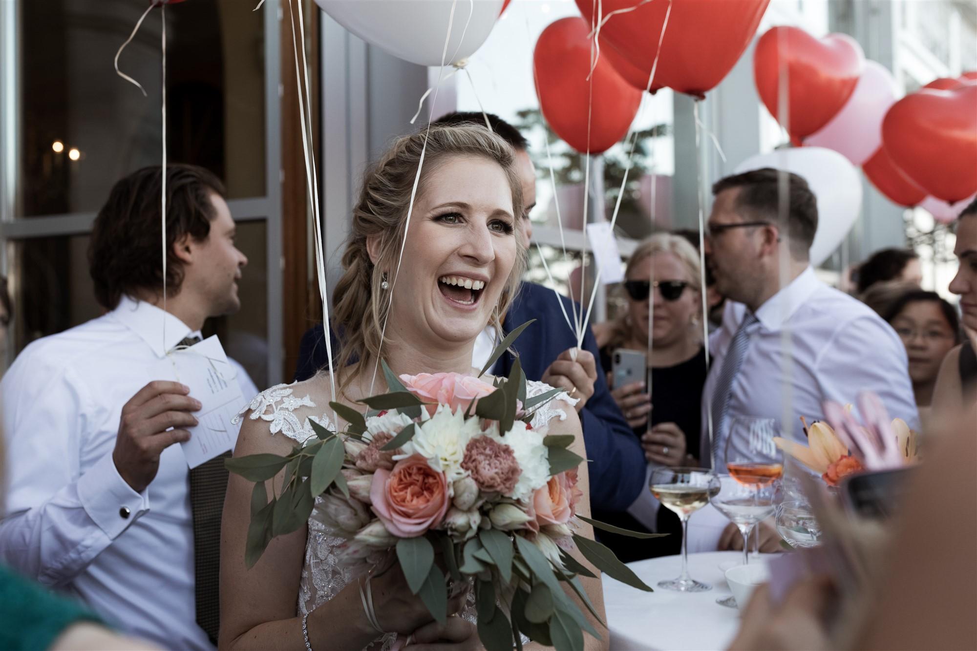 Hochzeit im Grand Hotel Les Trois Rois - Die Braut triff bei der Location ein