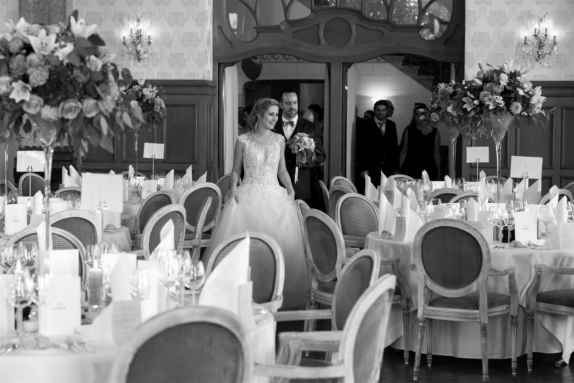 Das Hochzeitsfest im Grand Hotel Les Trois Rois - Location - Das Brautpaar kommt in den Saal - Hochzeitsfotograf Basel